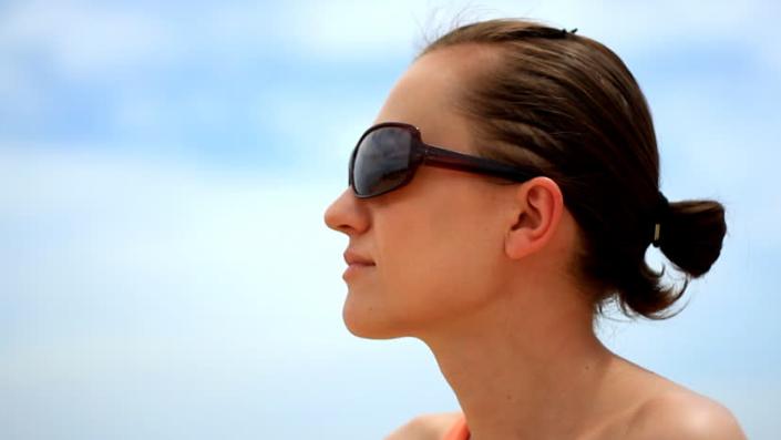 sunglass - Tips Menjaga Mata Menjadi Lebih Sehat
