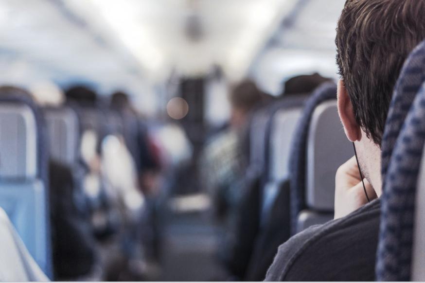 pria%20di%20kereta Mari Traveling Dengan Kereta LifeStyle Tips Travelling Travel