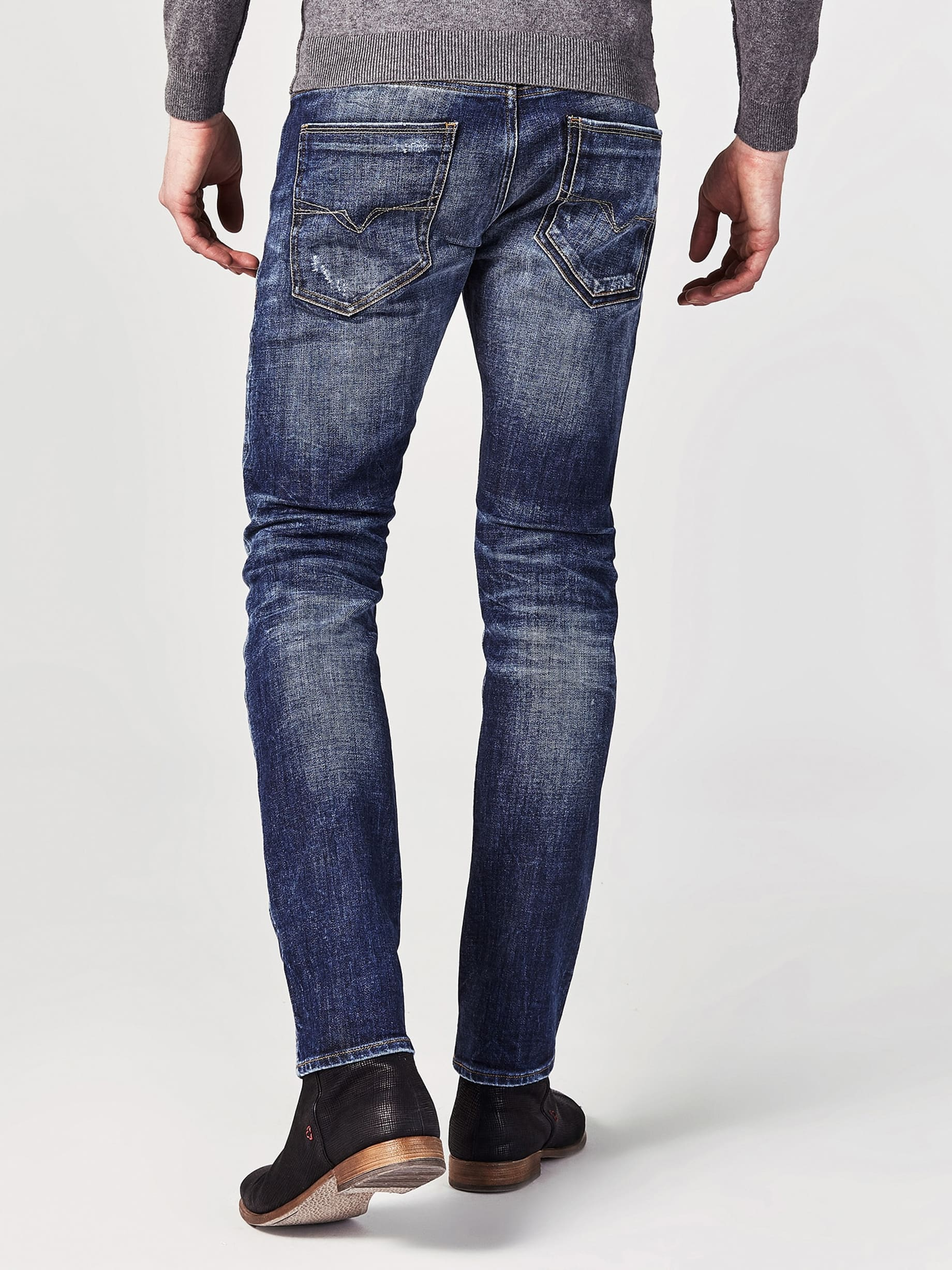 Jeans Skinny Abrasioni from Guess on 21 Buttons