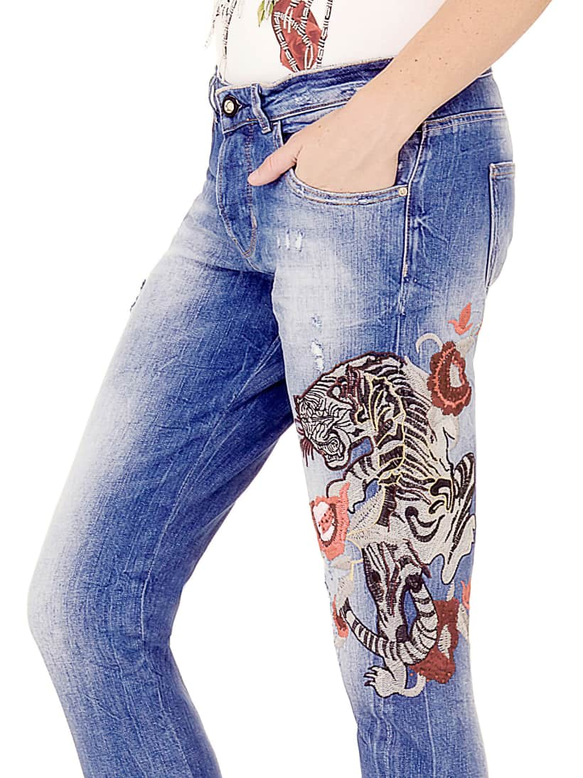 """Картинки по запросу """"джинсы с вышивкой"""""""