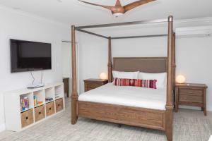 Ground Floor Bedroom - King