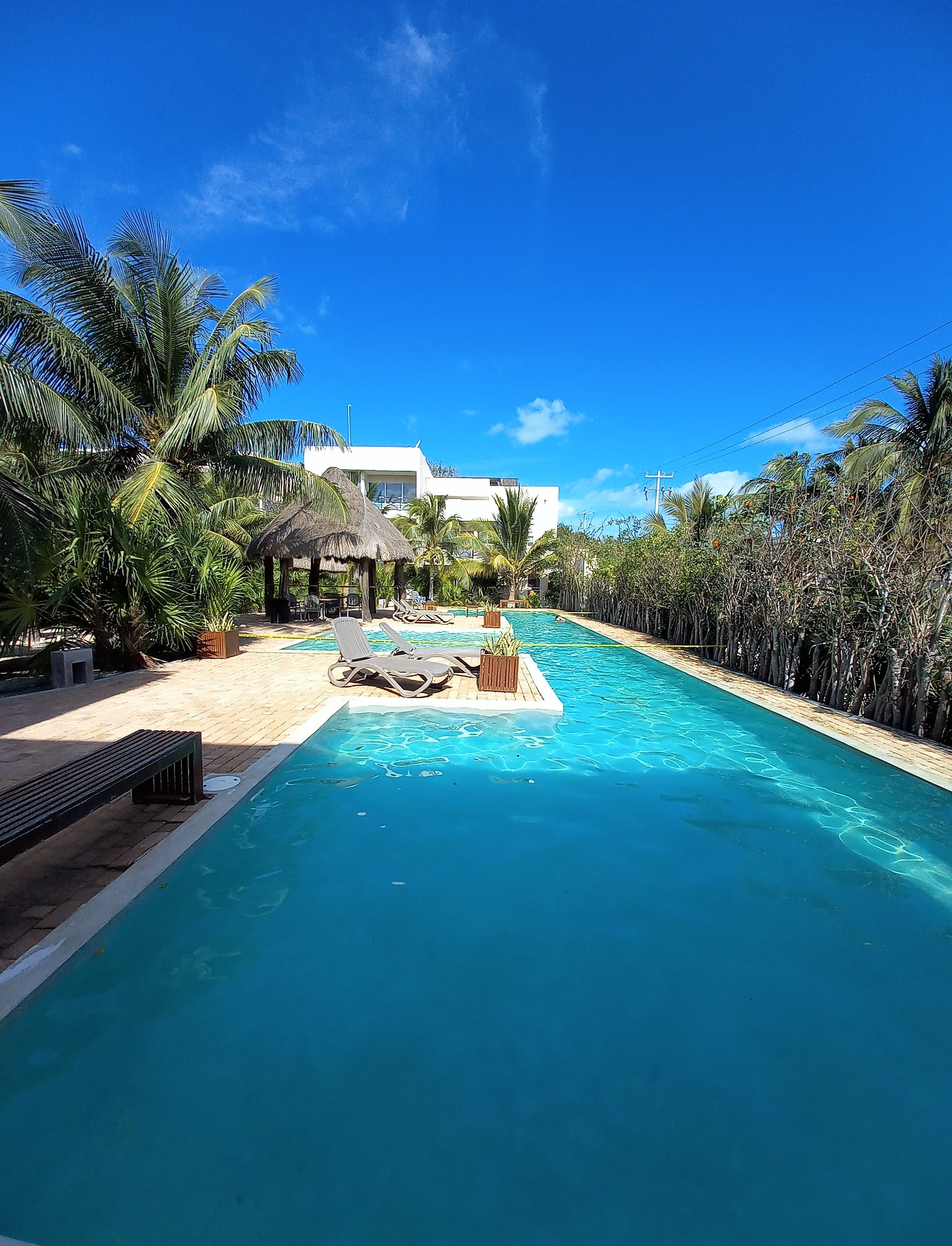 Romantic condo, best retreat for a couple, 1 block from the beach...
