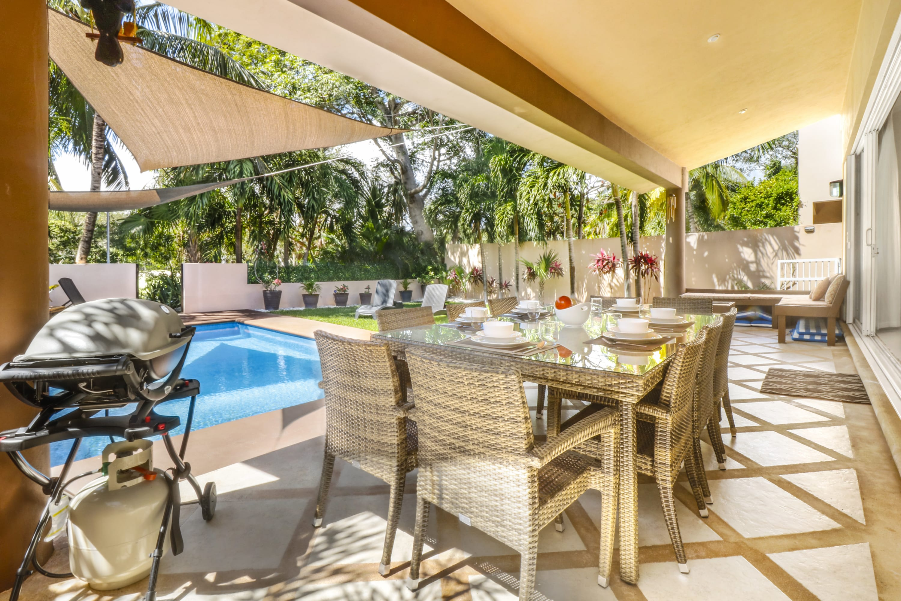 Paradise! Spacious 4BR Villa! Perfect Stay! Private Pool! BBQ! 2min...