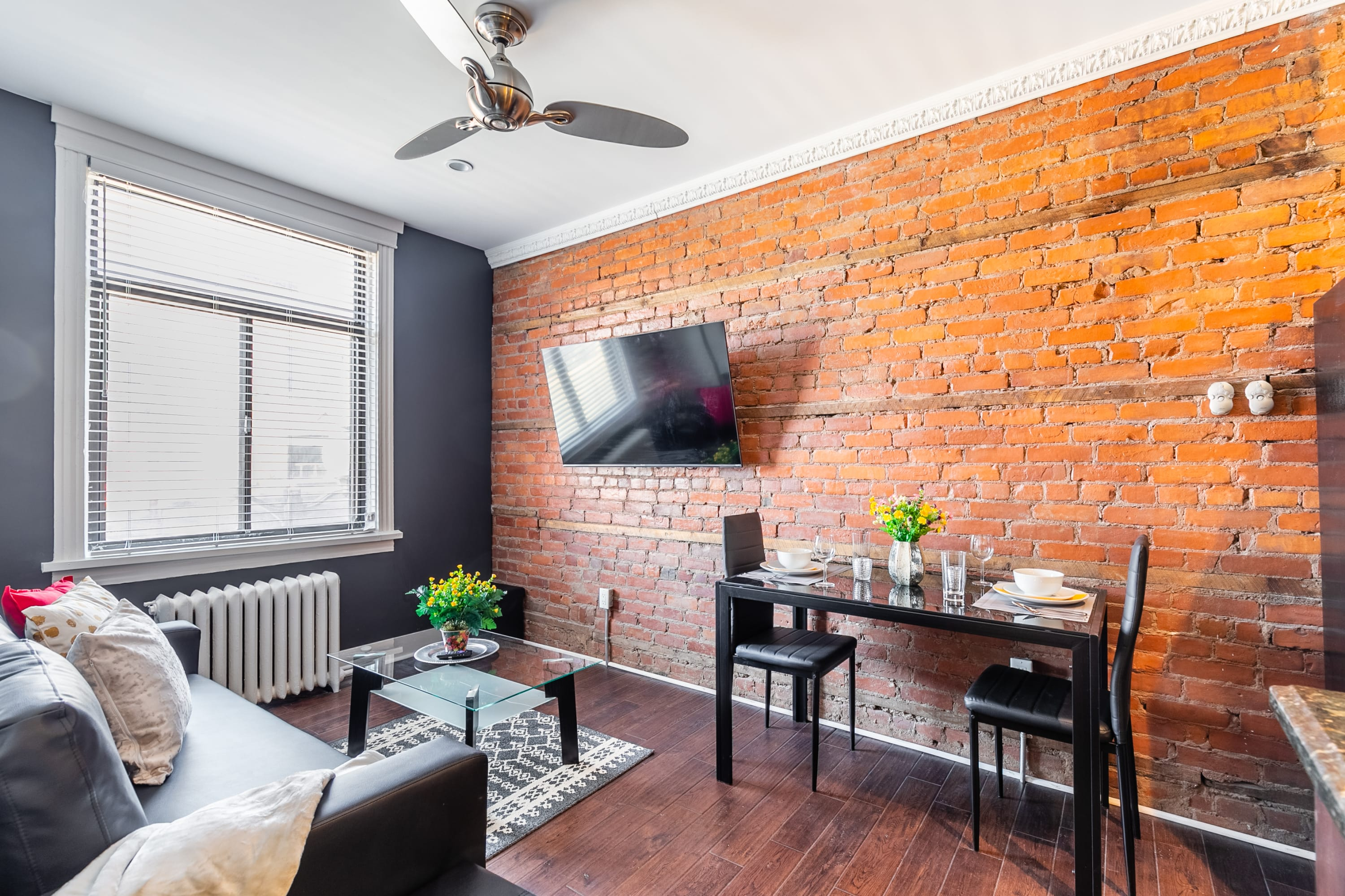 Upscale 2BR with King Bed - Boutique Apartment - PRIME Location!
