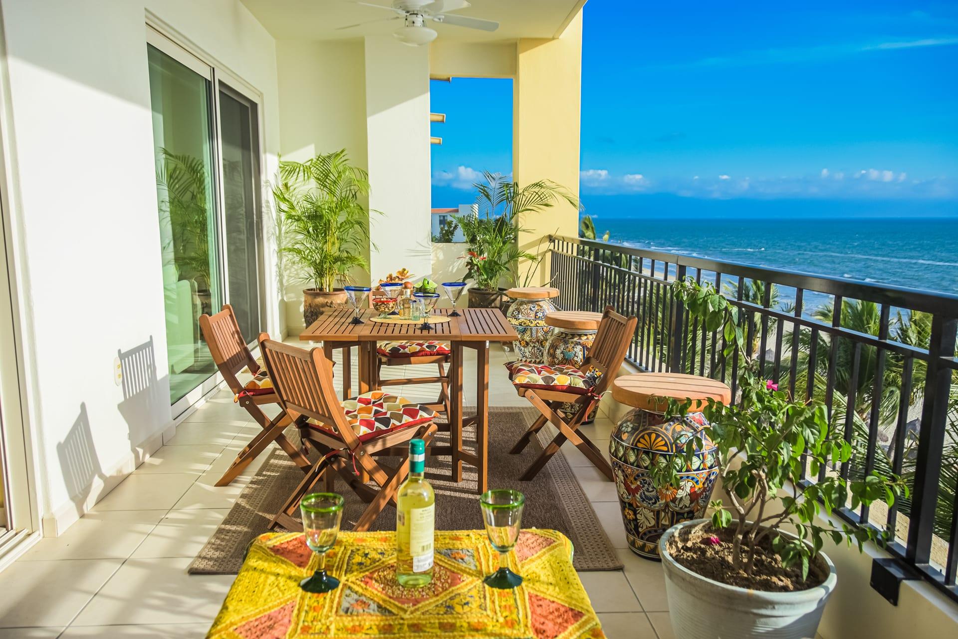 Ocean Front 2BR Condo! Breathtaking Views! Pool!! Beach Palapa seating!