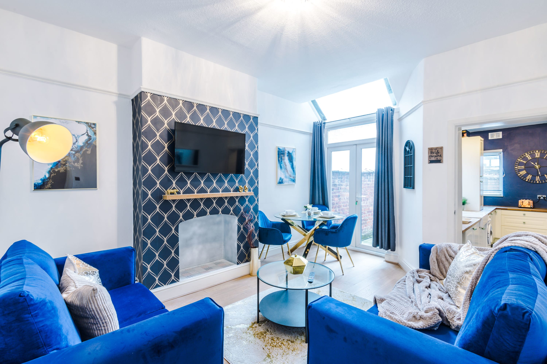 Rest & Recharge in Salford nr MediaCityUK (4 bedrooms, 6 beds, 2...