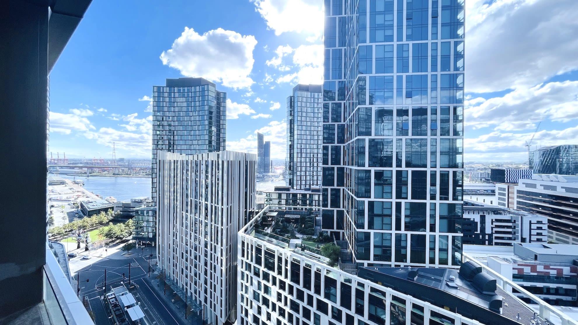 Pride Docklands 3B Apartment CityView FreeParking Netflix & Foxtel