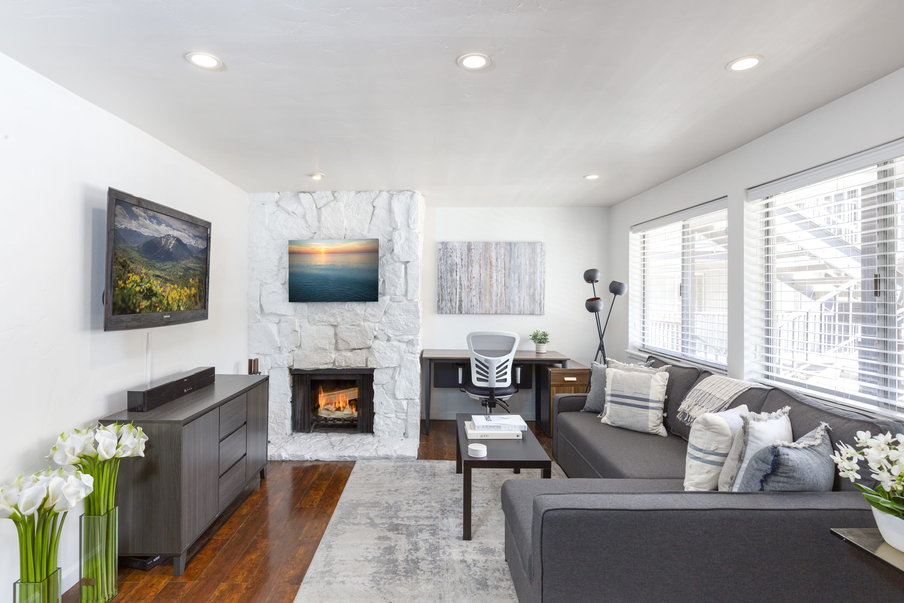 Updated 2 BR In Aspen Core - Short walk to Gondola and Town!