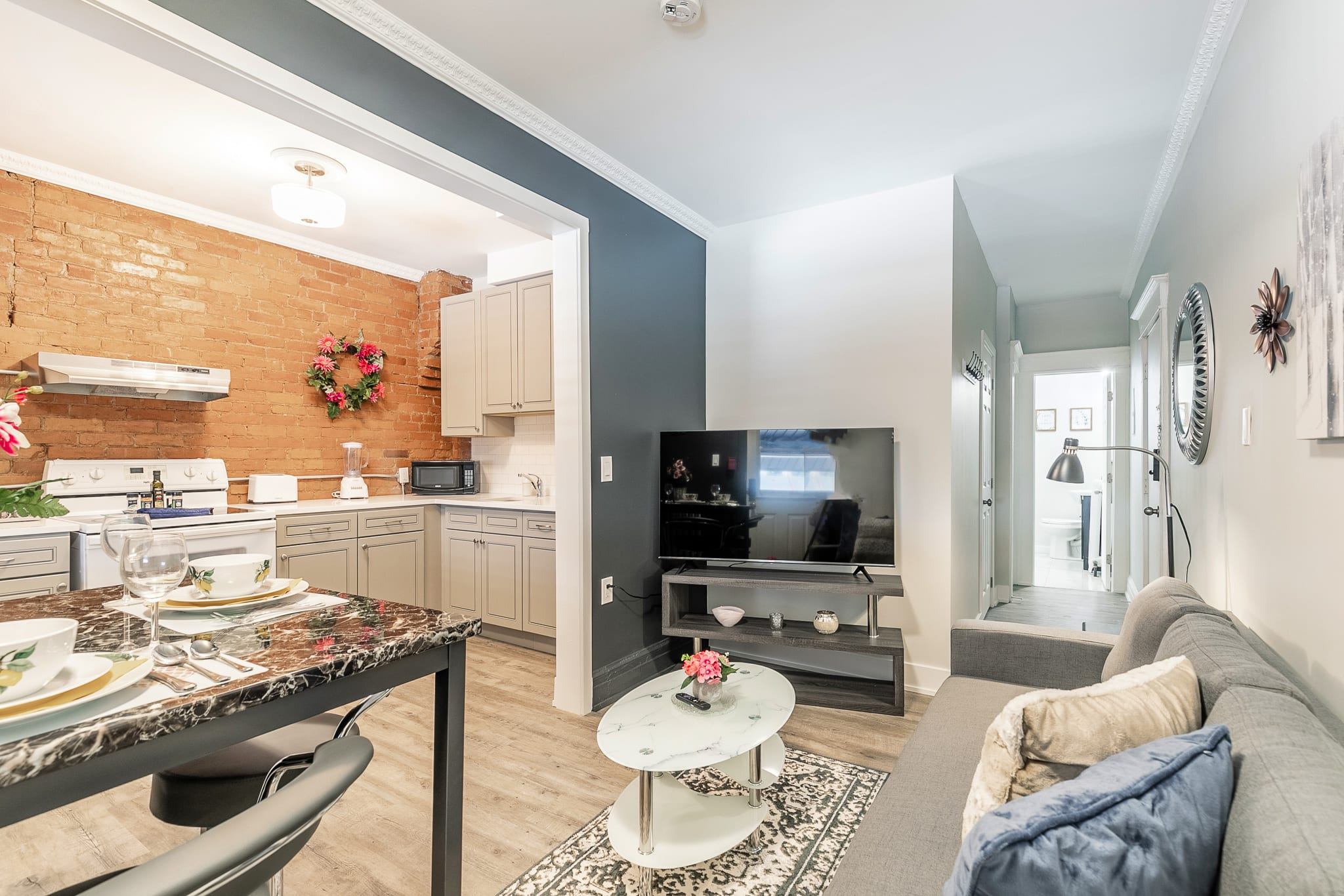 Upscale 2BR with King Bed - Brand New - PRIME Location