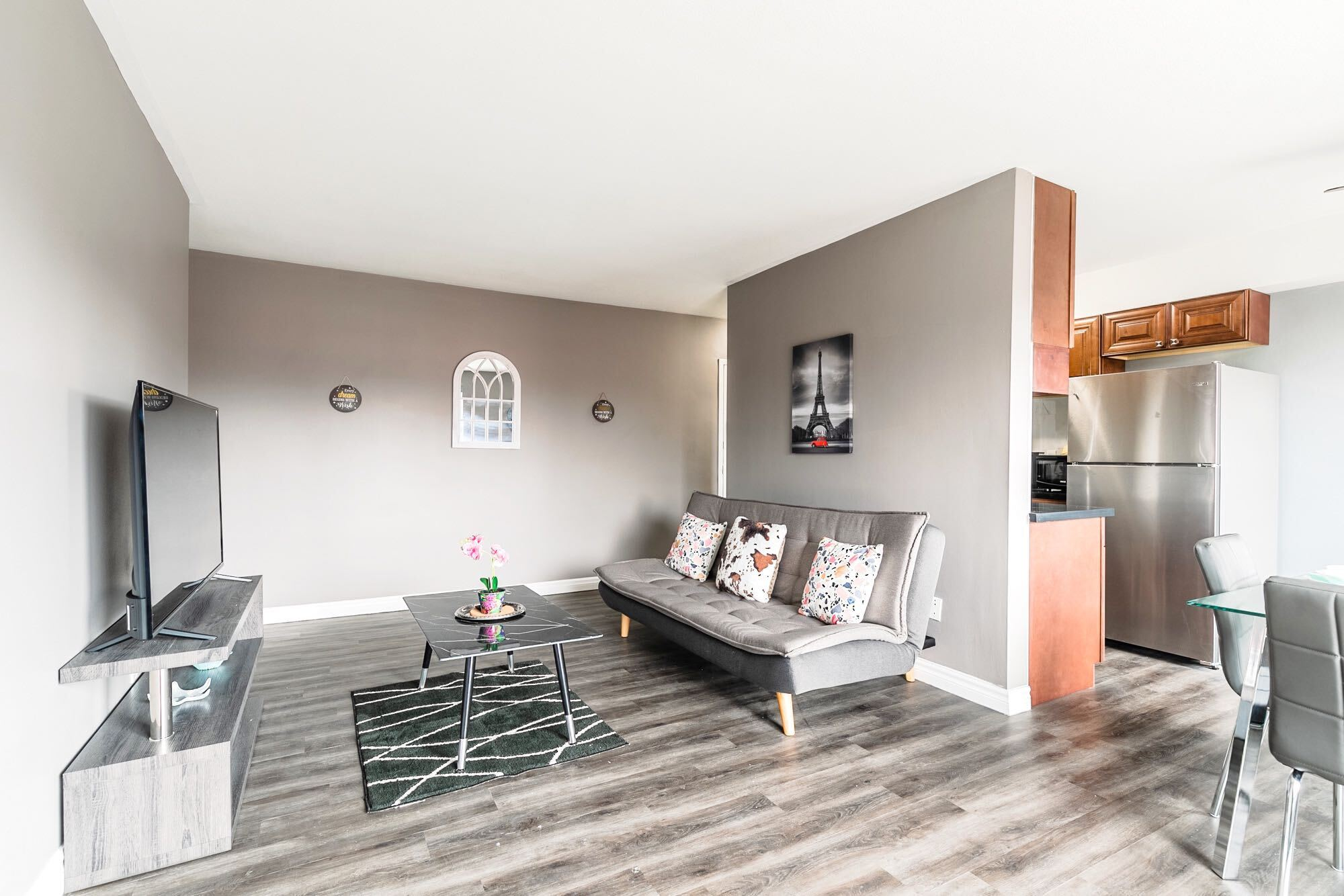 Spacious 2BR - King Bed Apartment - PRIME Location!