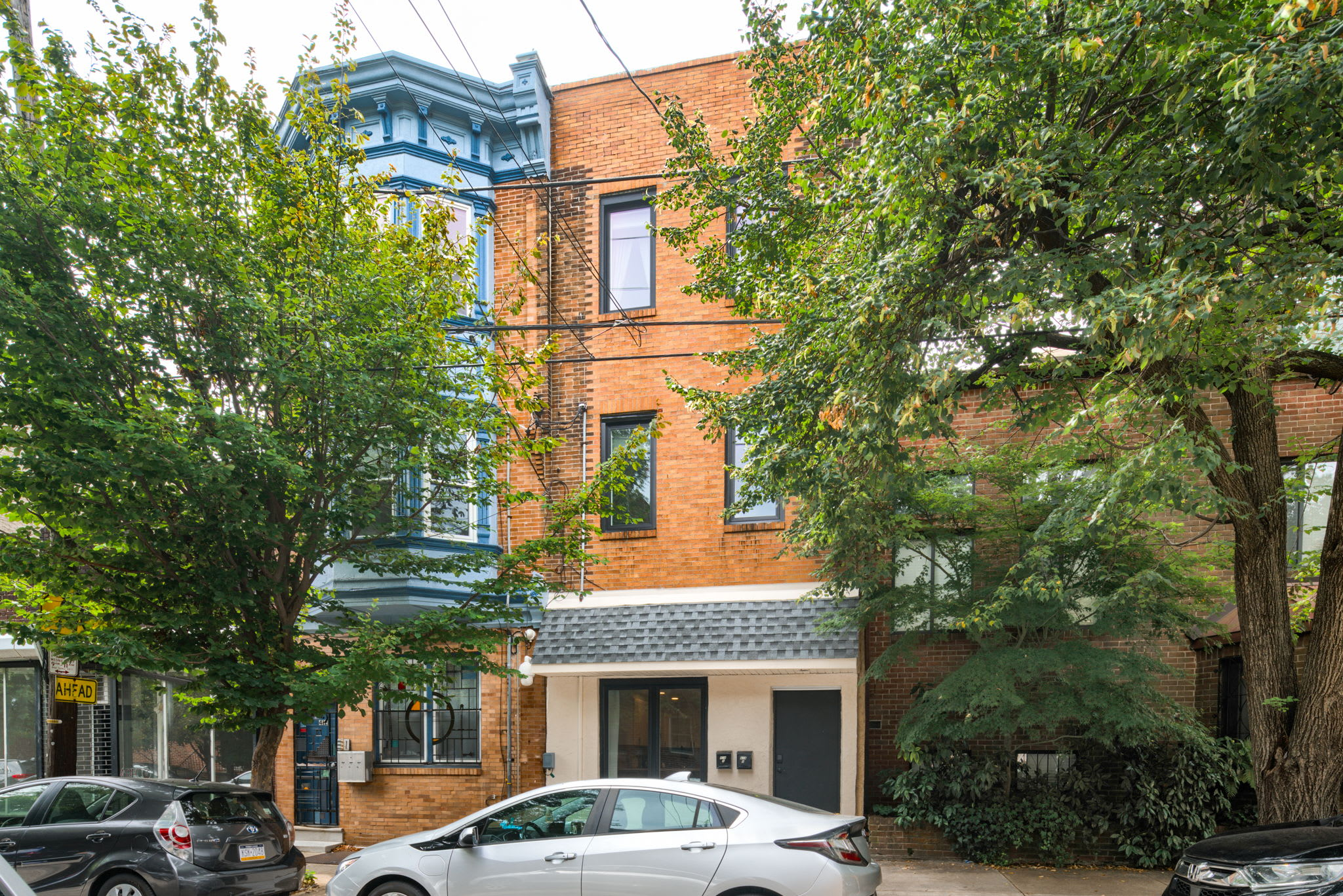 2BR in Heart of Queen Village - walk to everything!