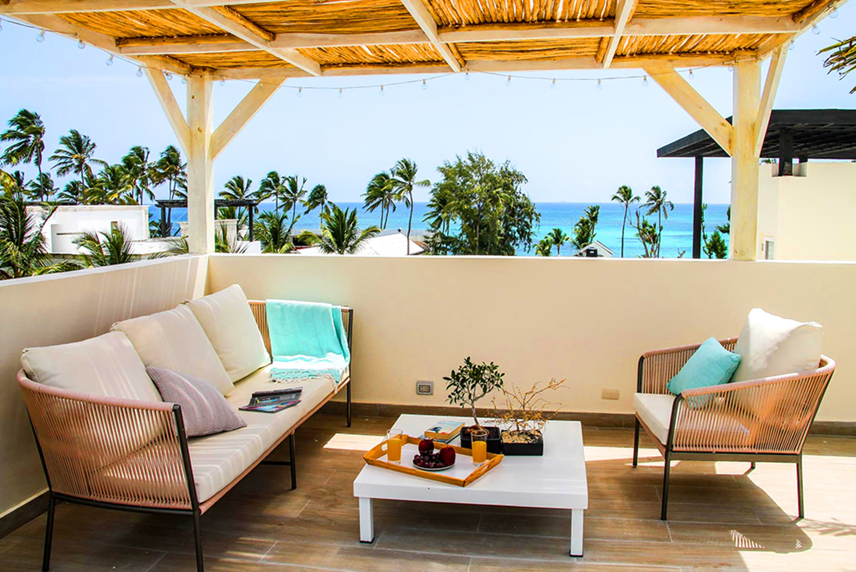 2 bed Penthouse just steps from the beach!