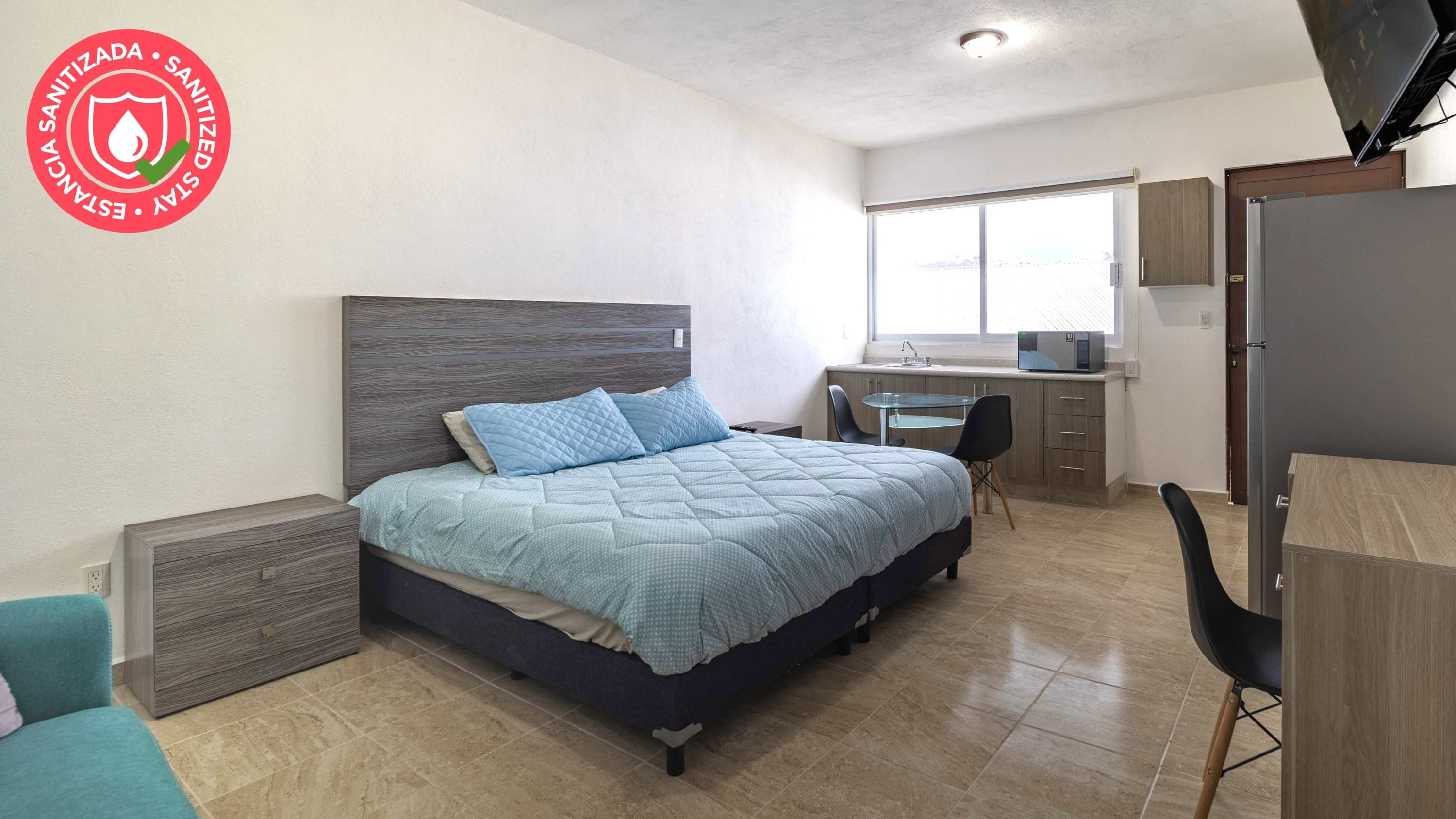 Fully renovated suite w/pool and gym ¡Welcome!