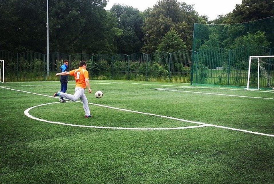 Футбольное поле в Таврическом саду — фотография 1