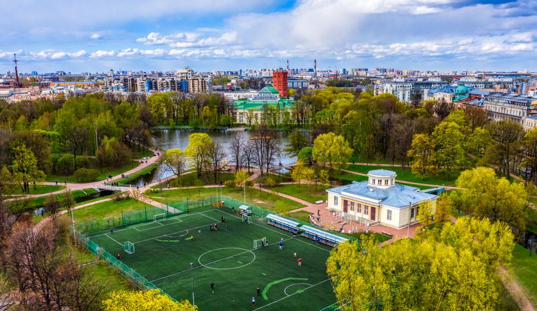 Футбольное поле в Таврическом саду — фотография 5