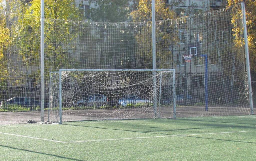 Стадион школы 332 — фотография 5