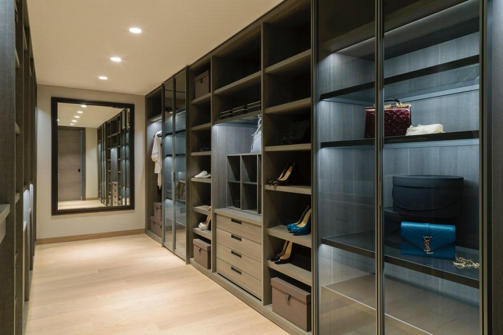 Alef Residence Walk-in Closet