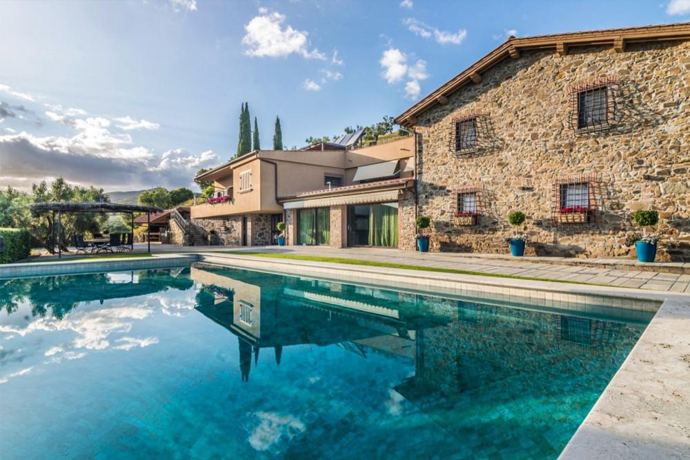 Inspiring Tuscan Estate With Vineyards, Italy