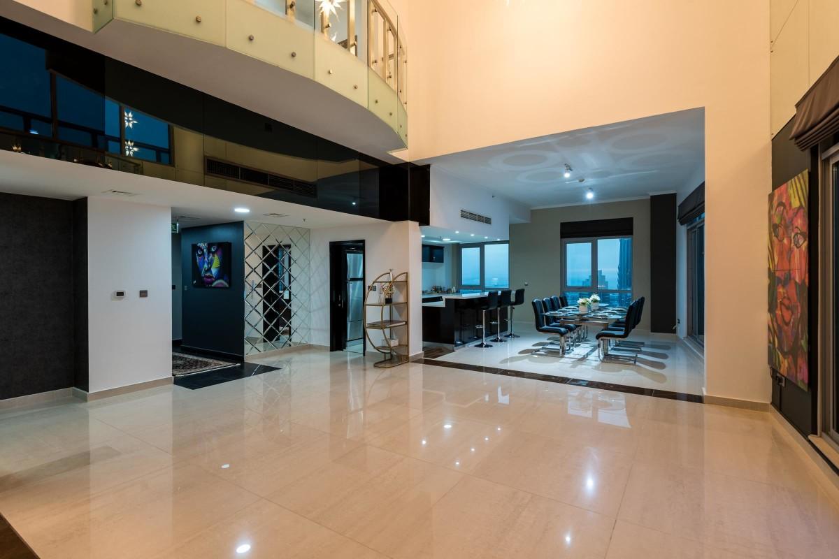 Luxury Penthouse Over Looking Burj Khalifa