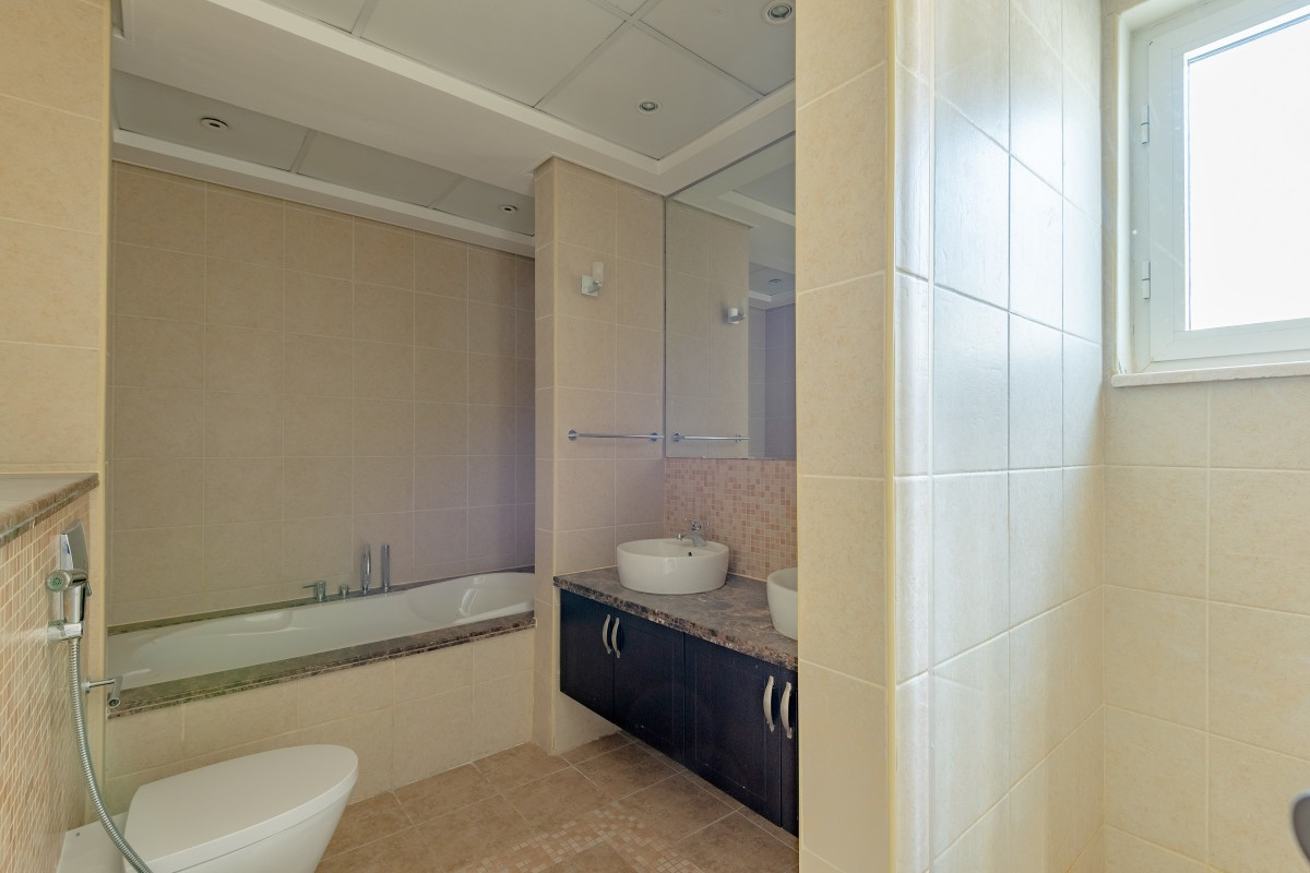Immaculate 3 Bed Corner Plot District 6