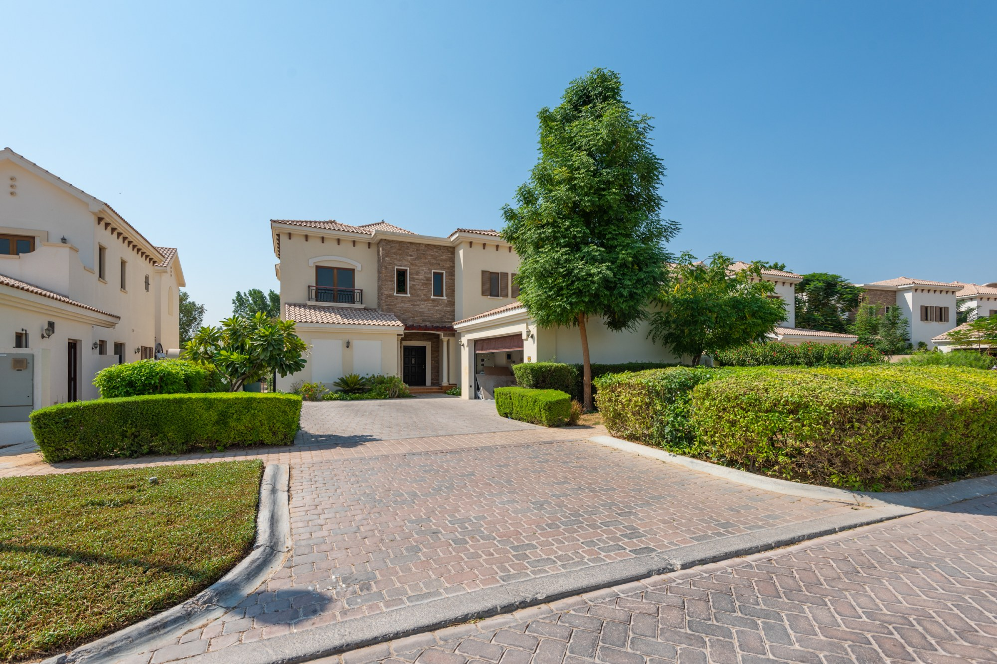 Vacant 5 BR Girona   Golf View Landscaped