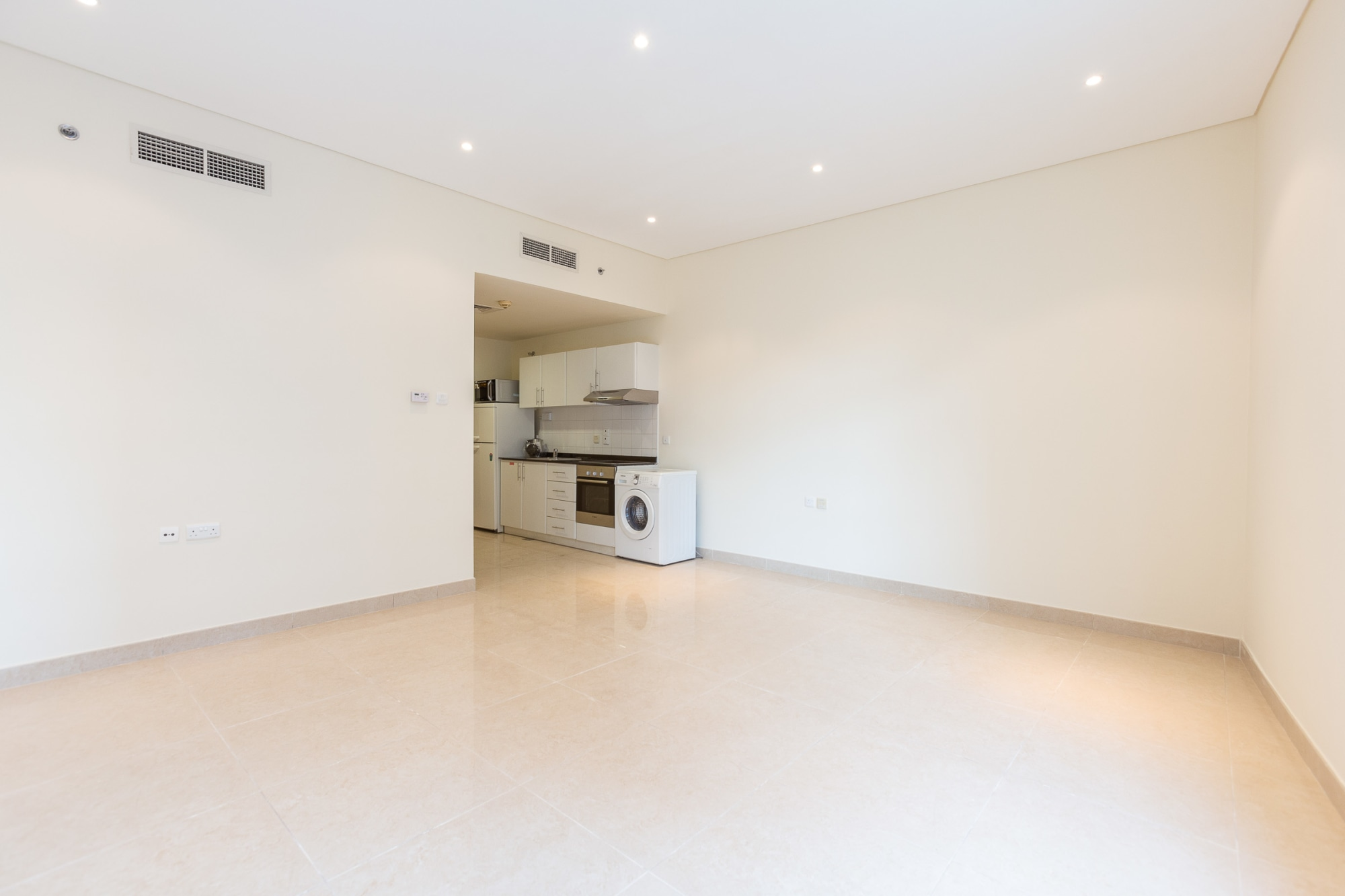 Spacious Unit Next To the Metro | Vacant