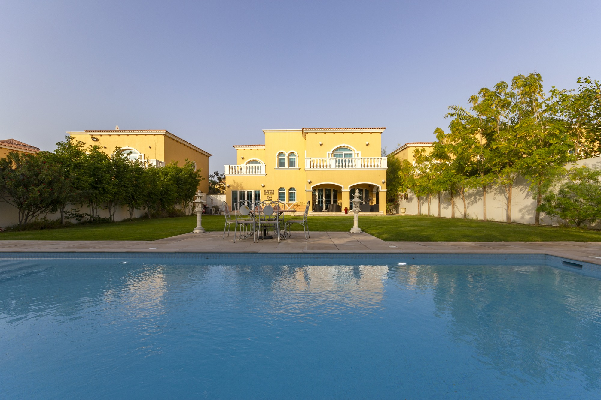 Immaculate 5 Beds Single Row Private Pool