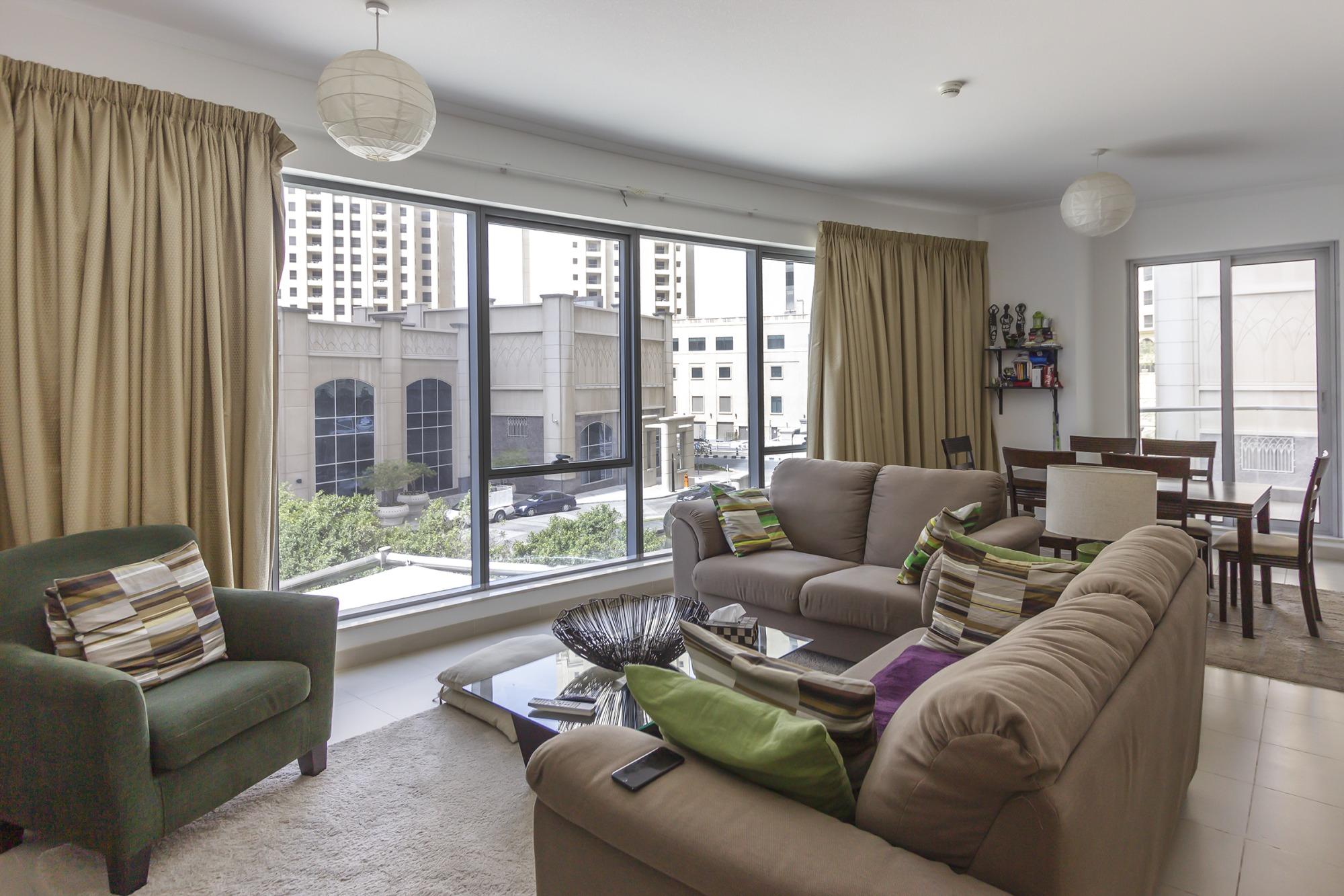 1 Bed | 4 Cheques | Promenade | Walk-in Closet