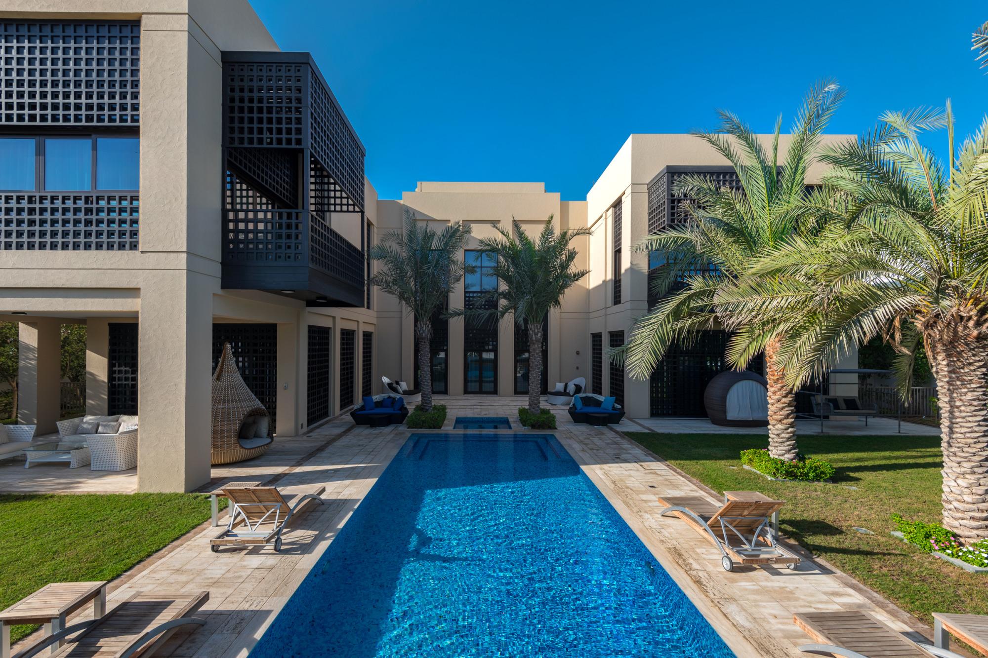 Luxury Mansion District One | Big Plot | Corner