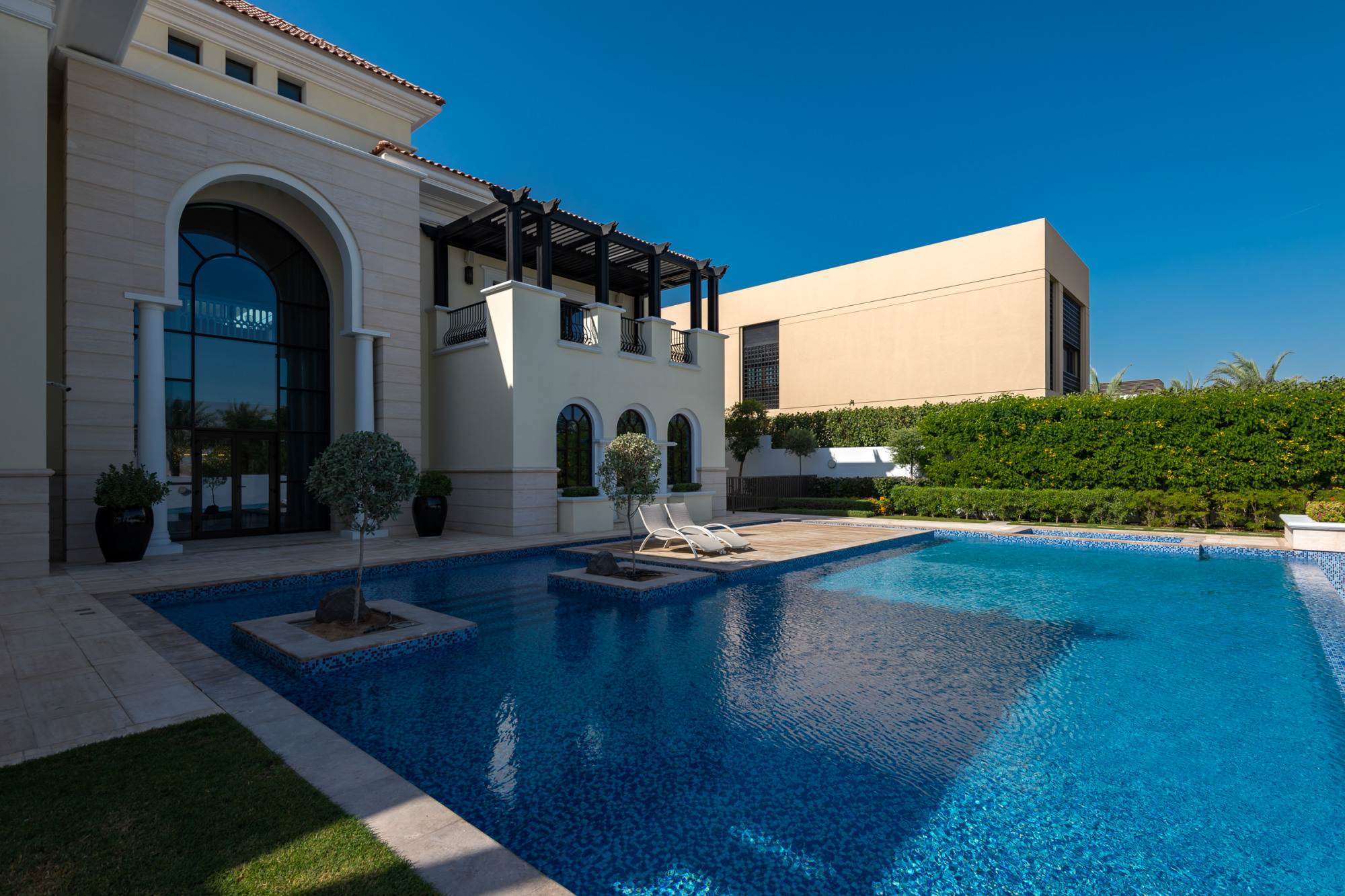Huge Mansion Mediterranean Style Private Location