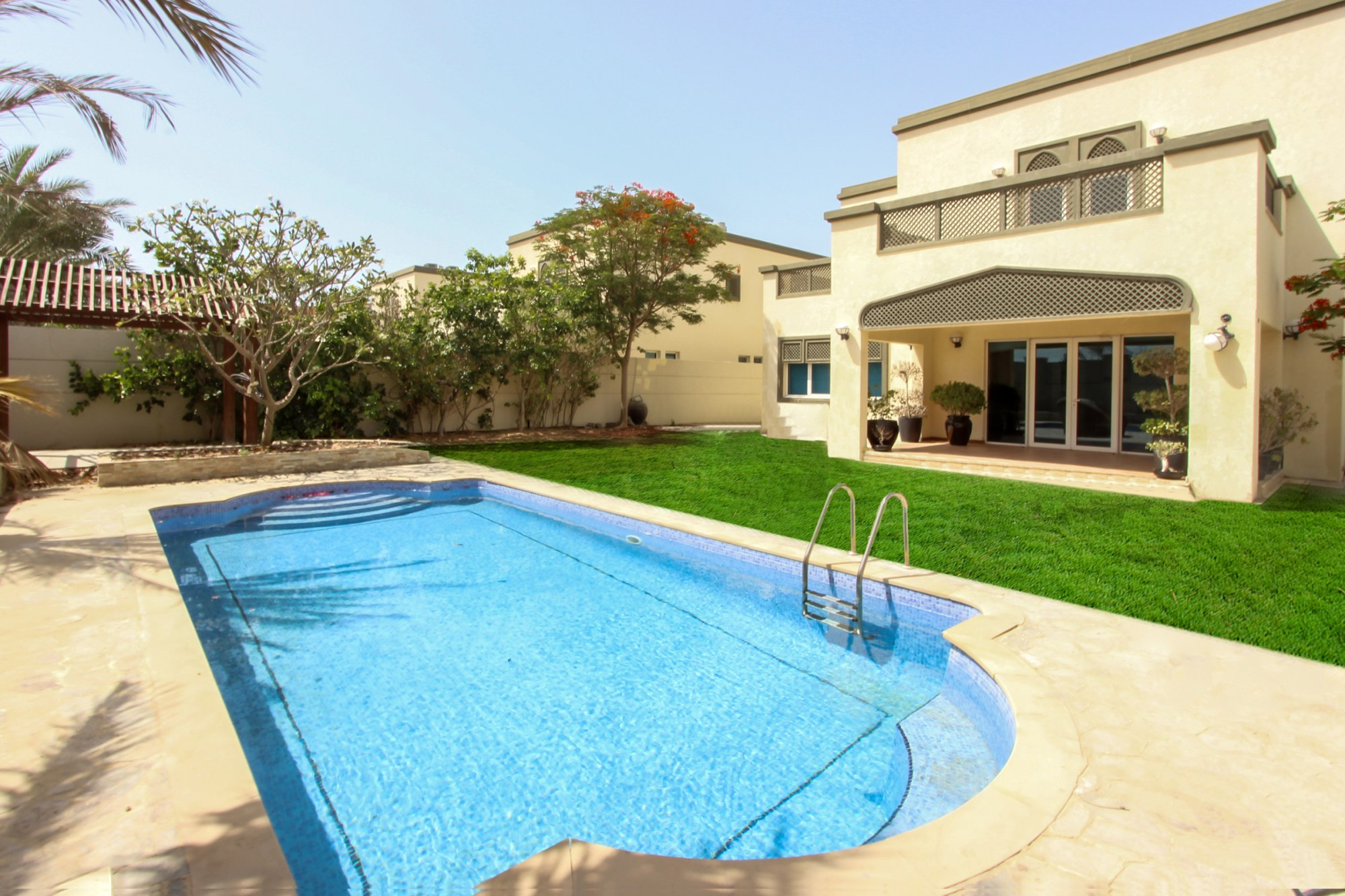 Immaculate 4 Beds Large with Private Pool