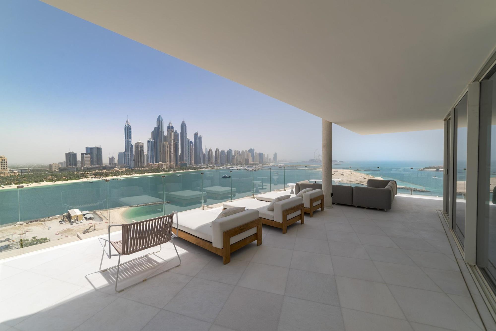 Contemporary 4 Bedroom Beach Penthouse Palm