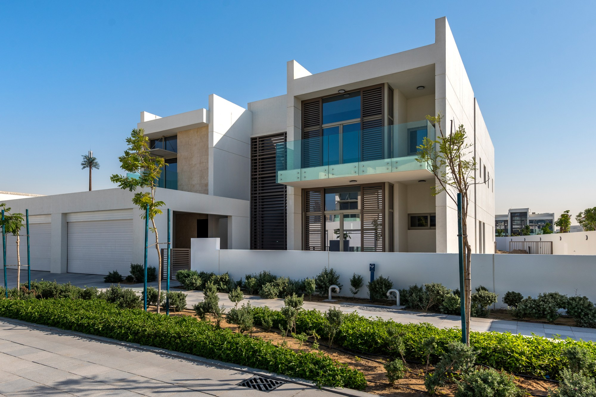 Contemporary 6 BR Corner Villa | Large Plot
