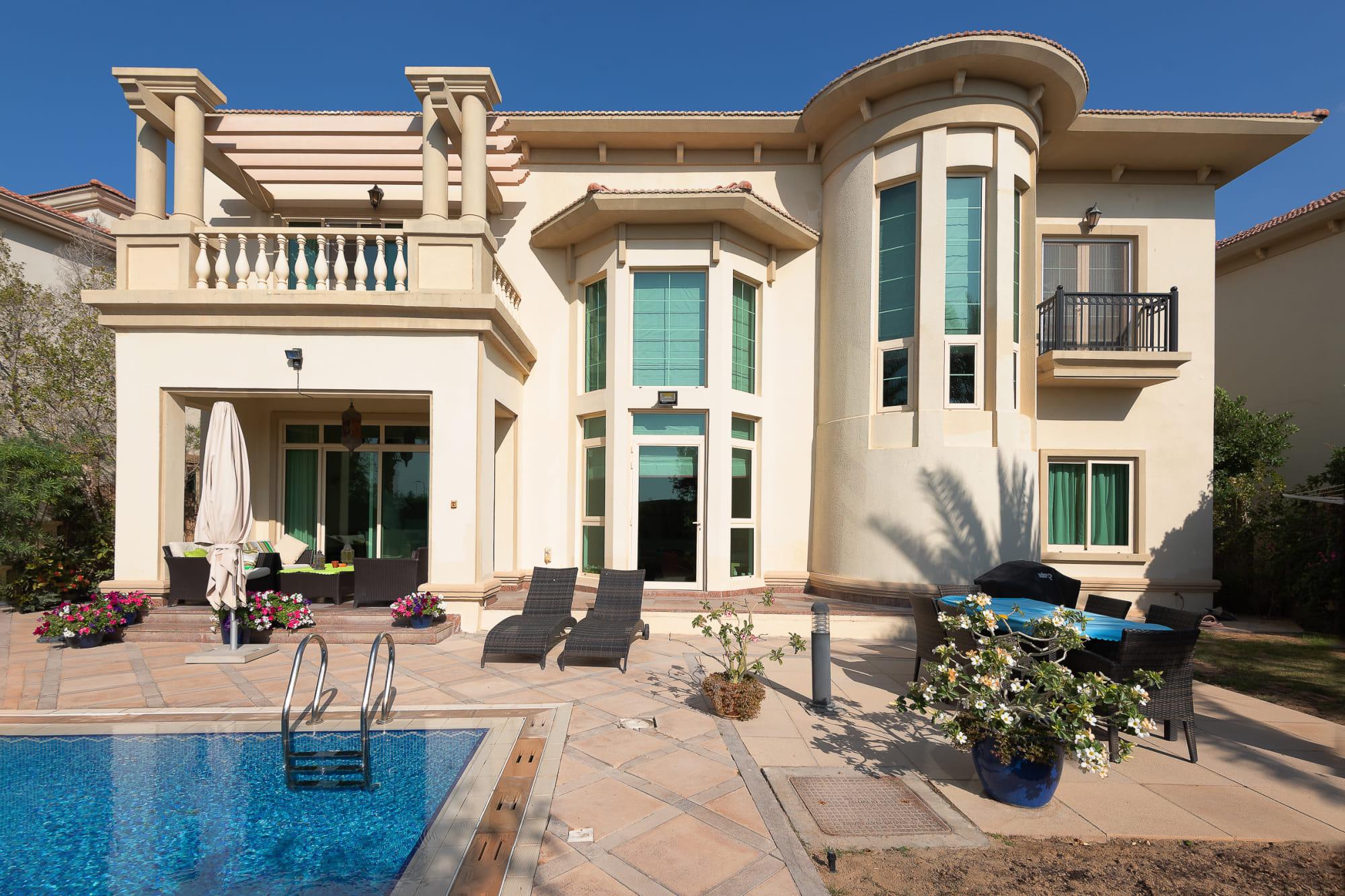 Stunning 4 Bed Spanish Style Garden Hall Villa