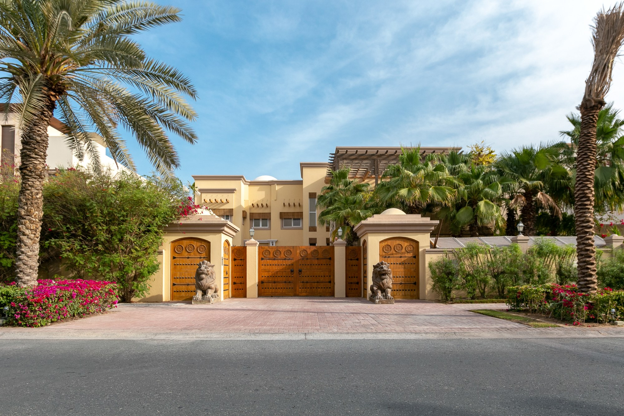 Substantial Villa | Large Courtyard | Vacant