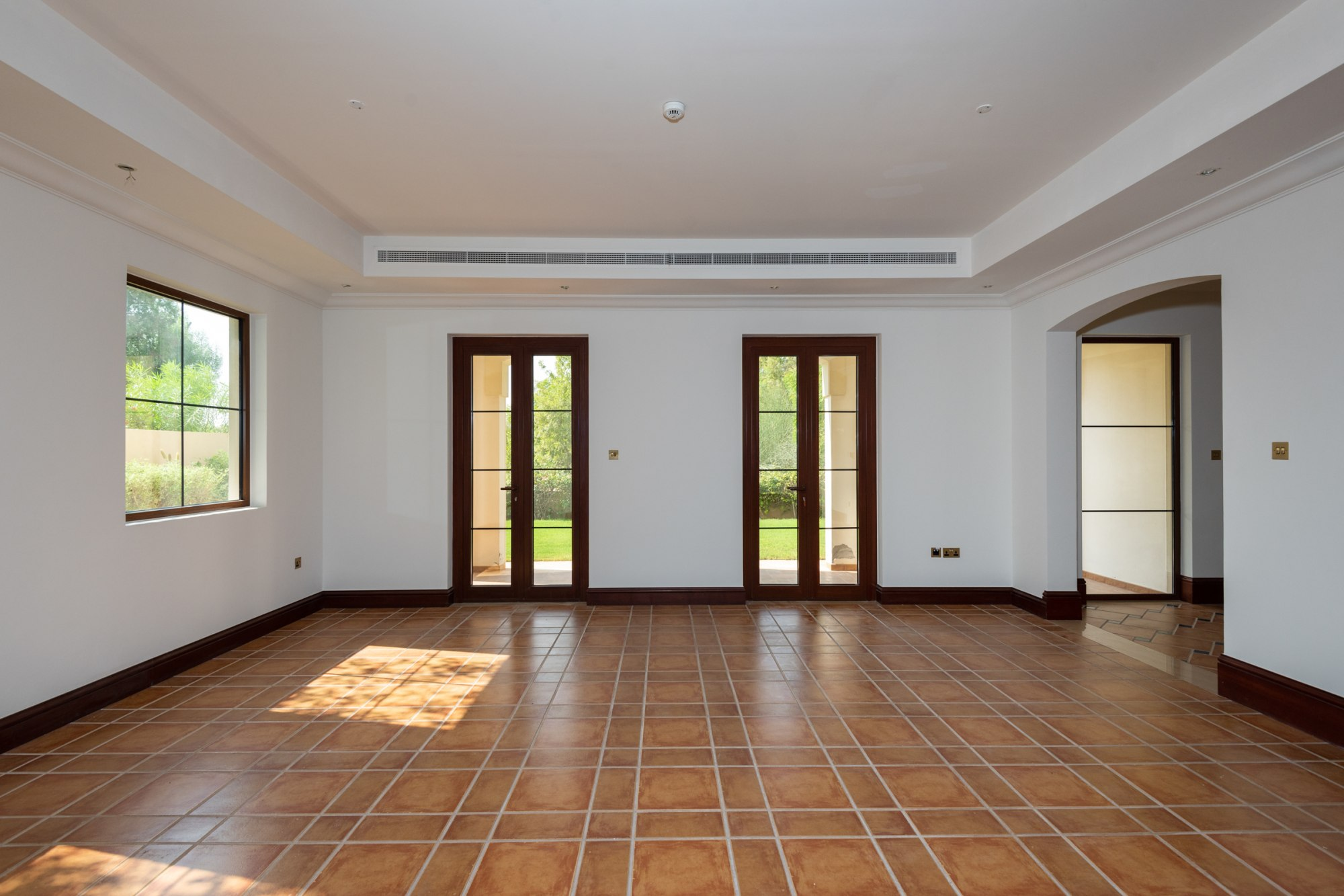 5 Bed Plus Study   Golf View Landscaped