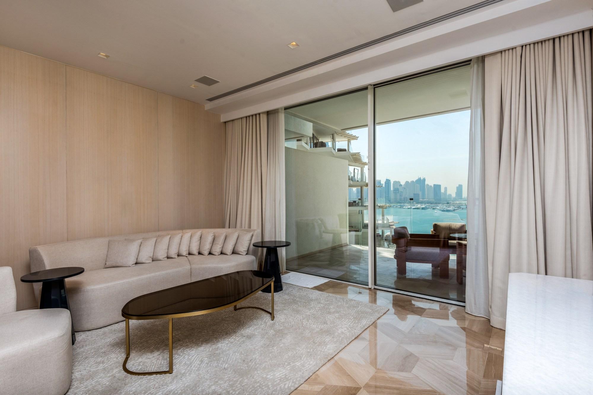 Full Dubai Eye View | Mid-floor | Vacant