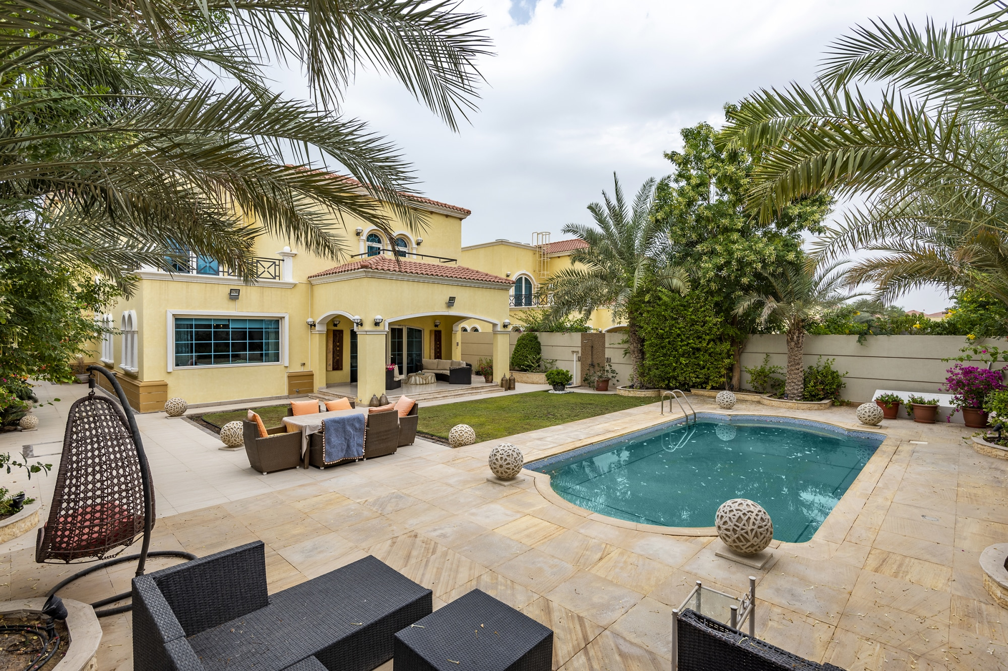 Immaculate Upgraded Four Bedrooms Legacy