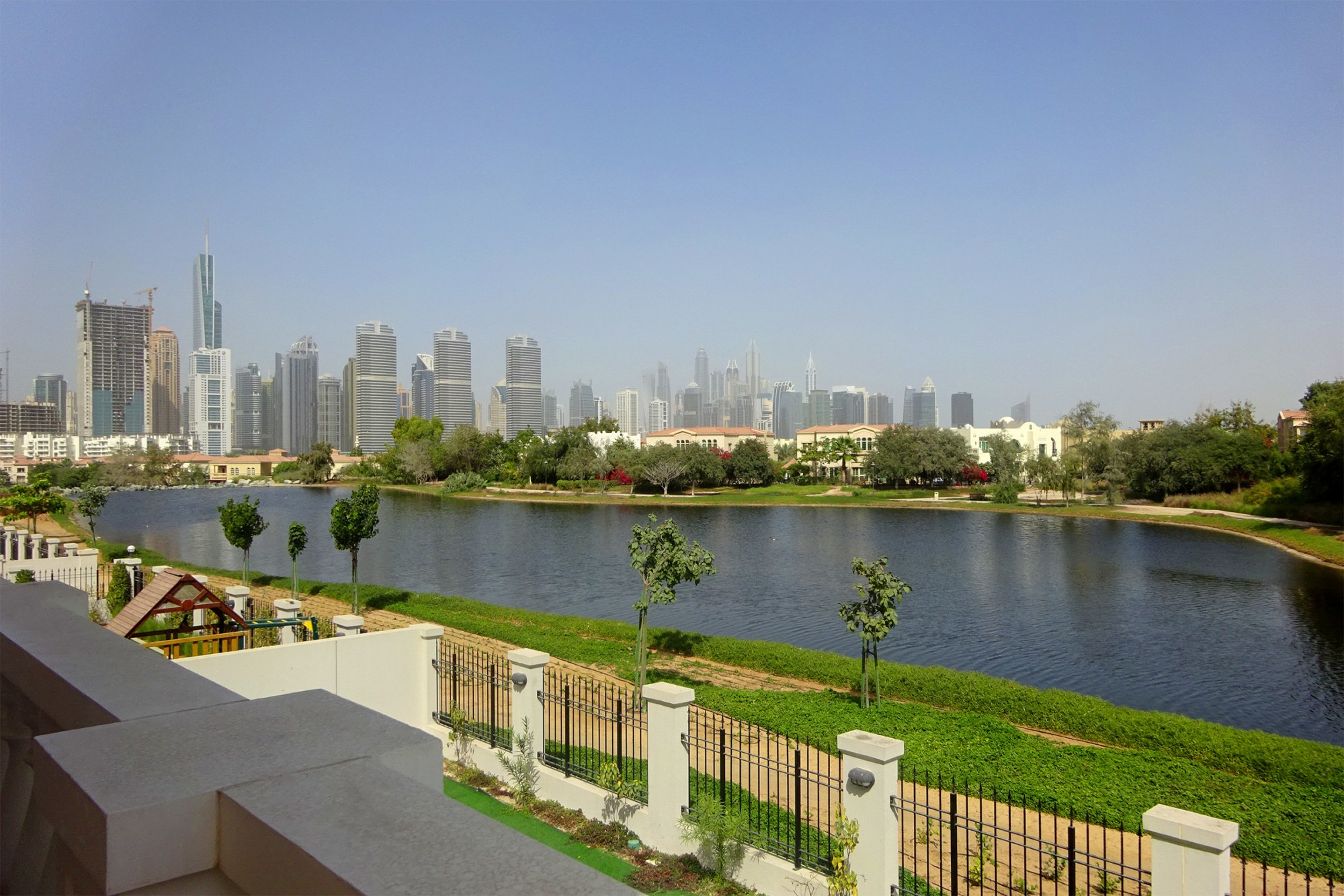 Immaculate 5 Bed Lake View  Private Pool