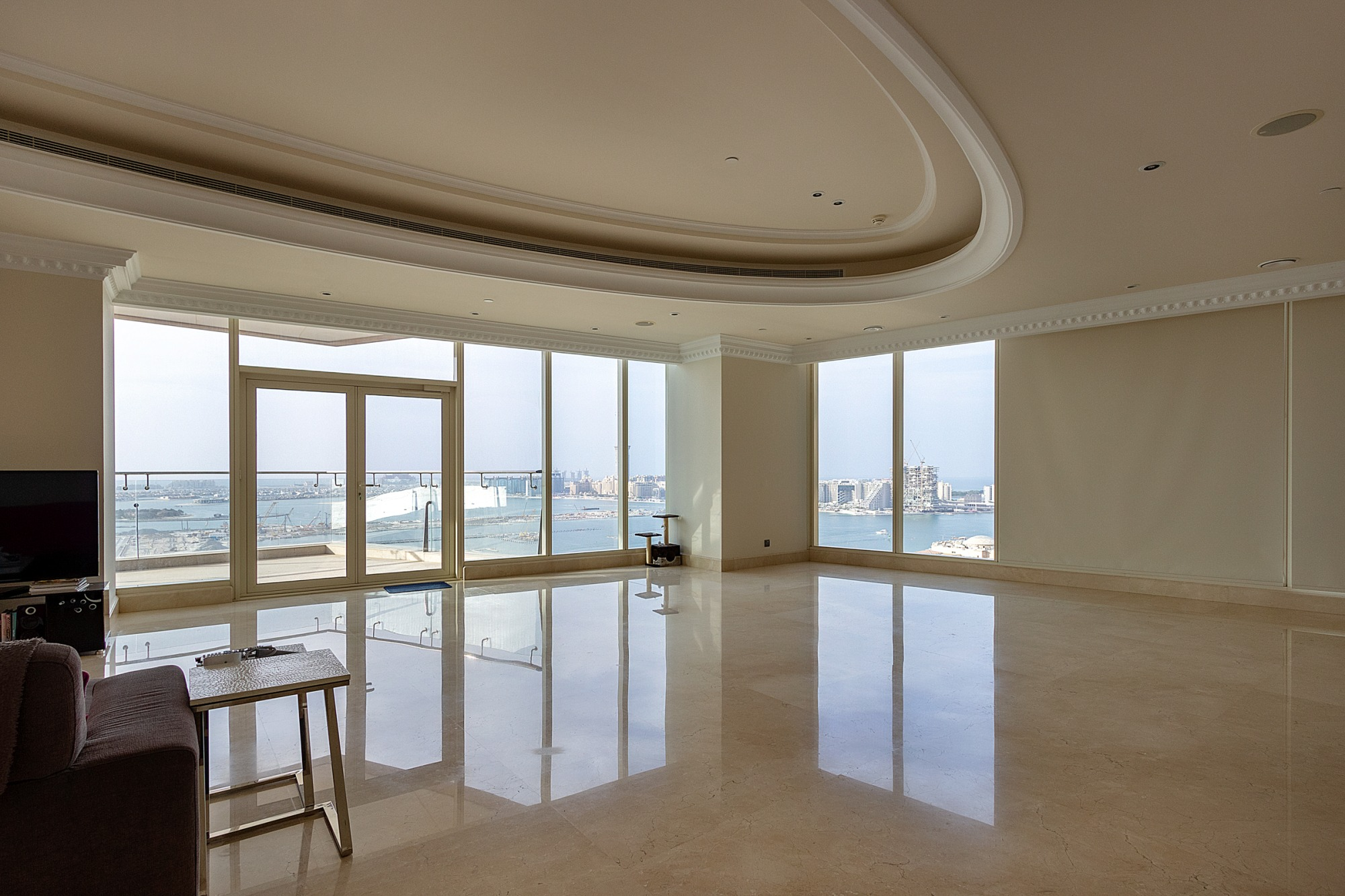 Luxurious 4 Bed Penthouse, Full Sea Views