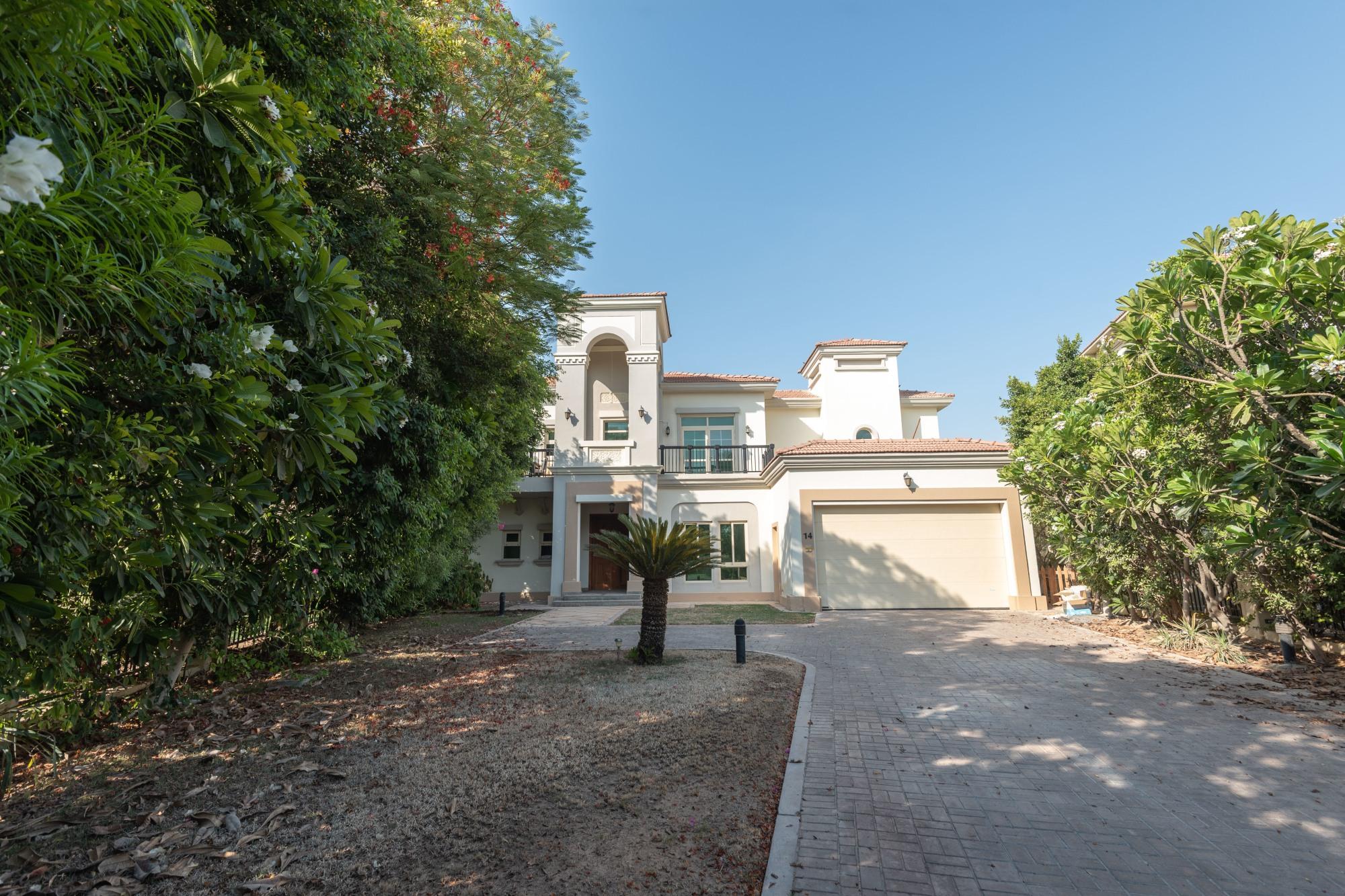 Luxurious 4 Bedroom Plus Family Style Villa