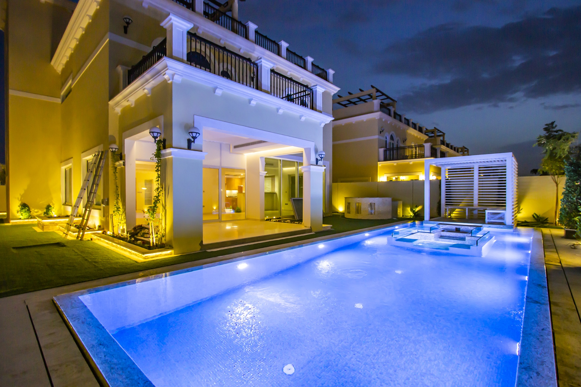 Upgraded | 4 Bed Nova Feature Private Pool
