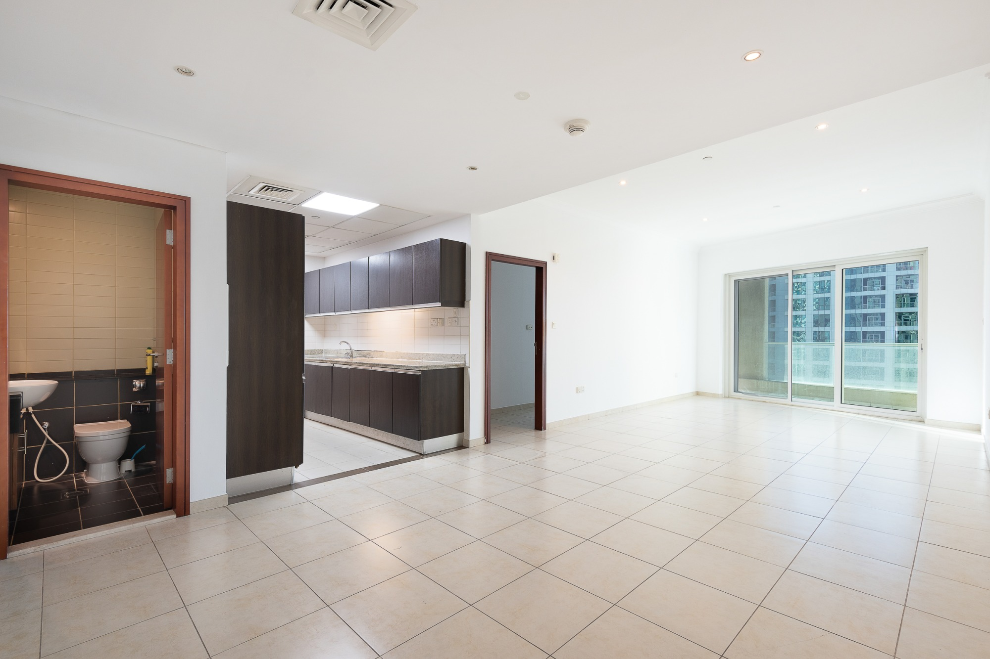 Spacious | Unfurnished | Floor to Ceiling Window