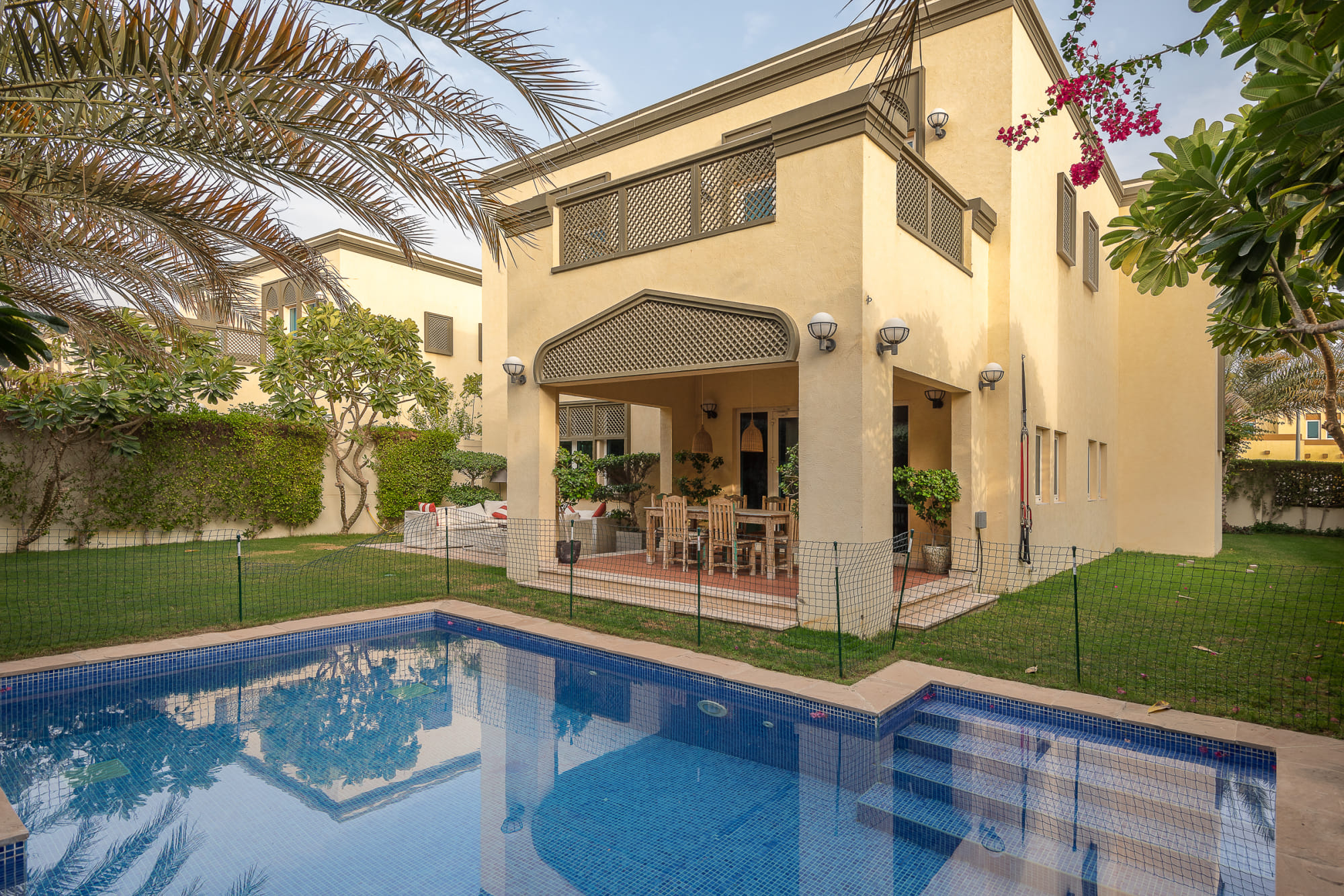 Immaculate 3 Beds Private Pool | Near Park