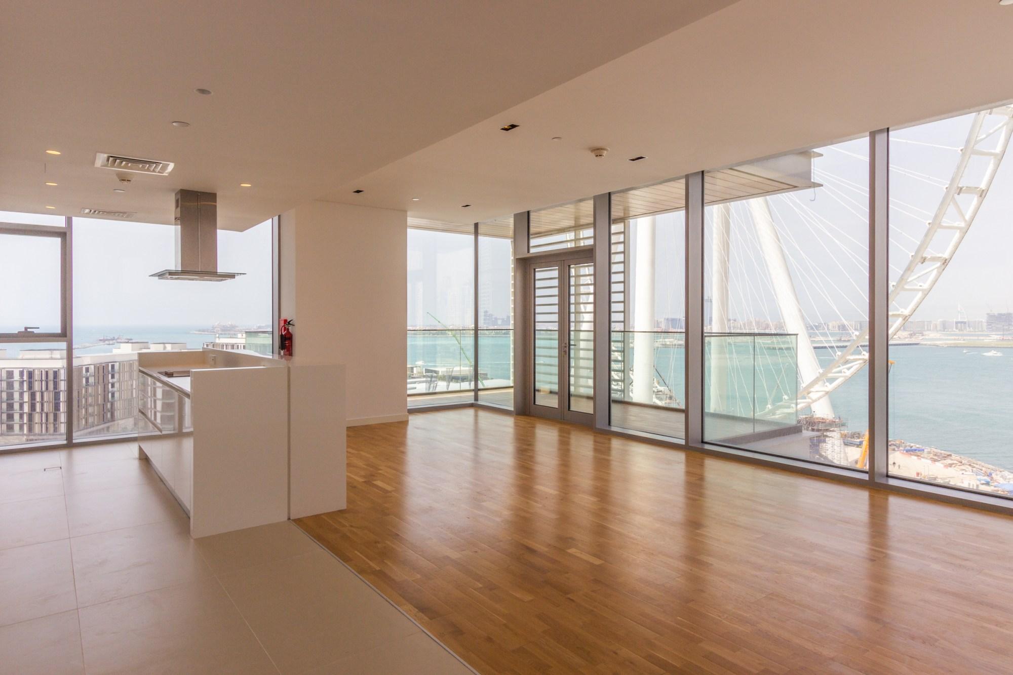 Stunning | Dubai Eye View | Three Plus Maid
