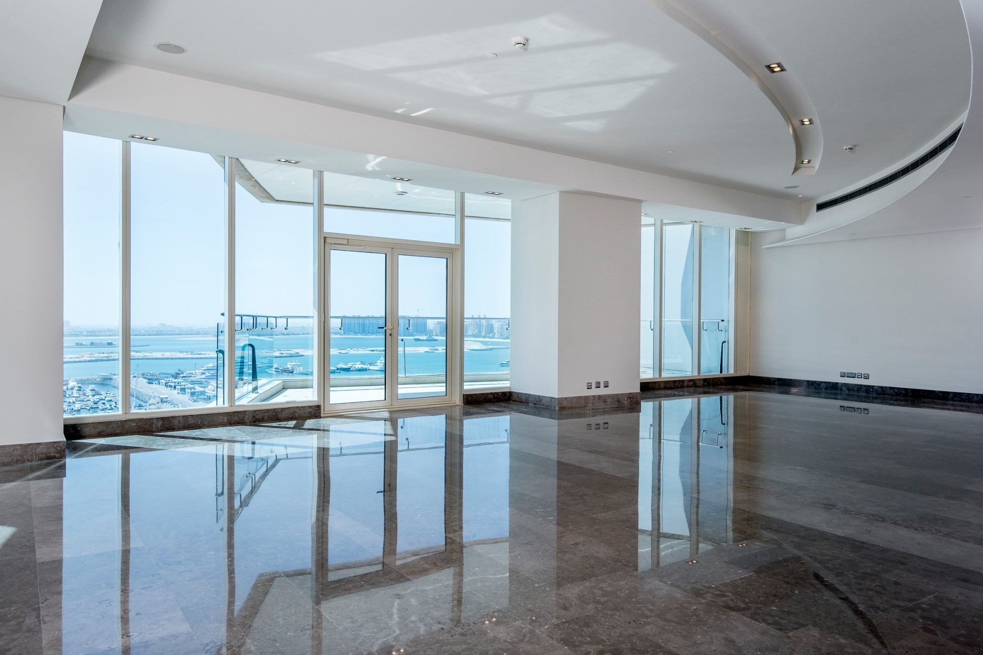 Modern Luxury 4 Bed, Full Sea Views