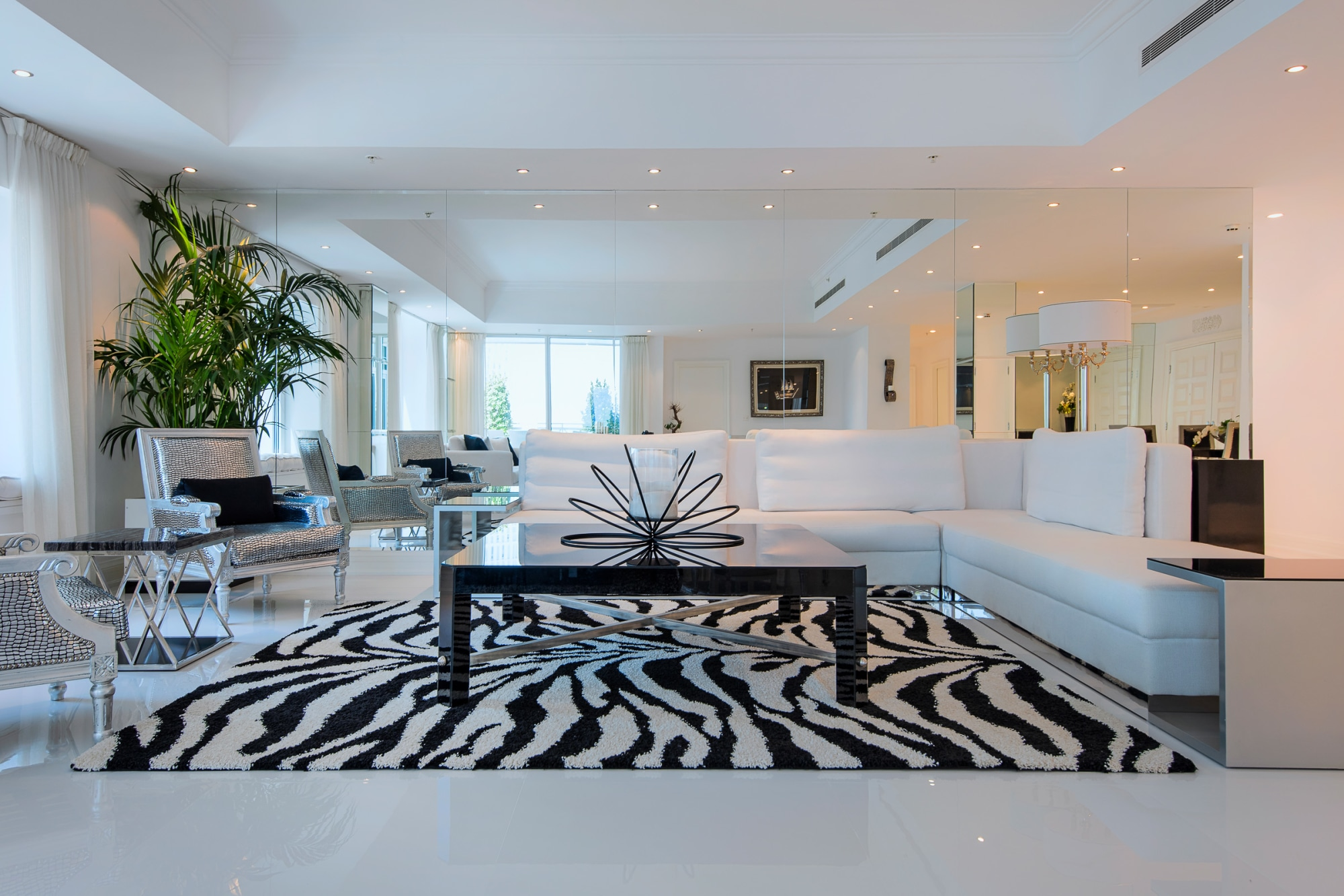 Full Upgraded Furnished Penthouse, Marina Views
