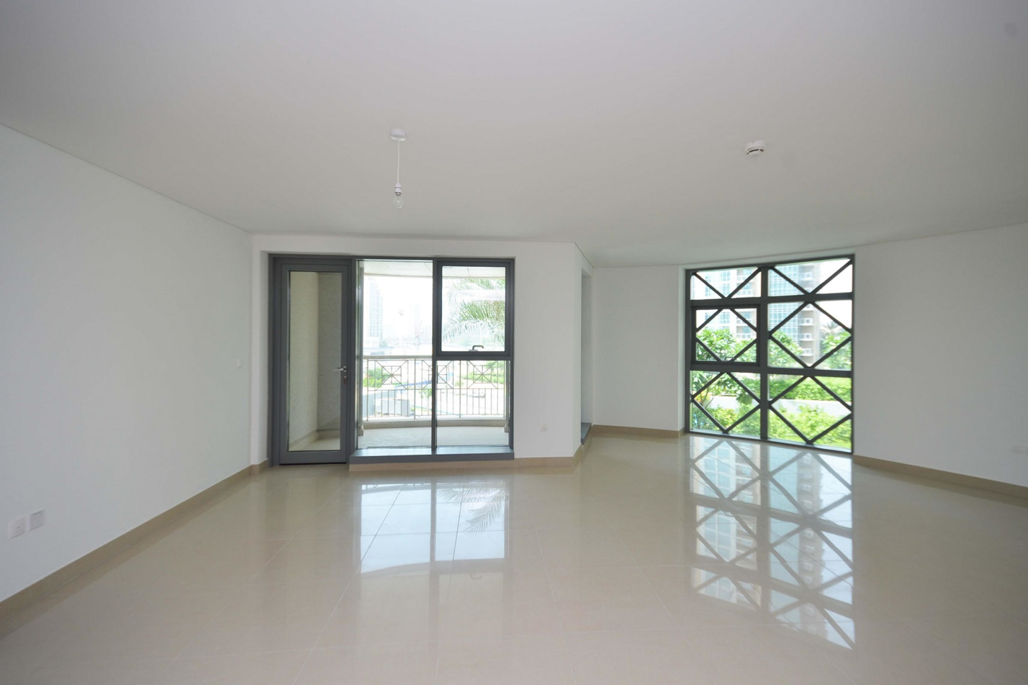 Spacious 2 BED| 29 Blvd | priced to sell !