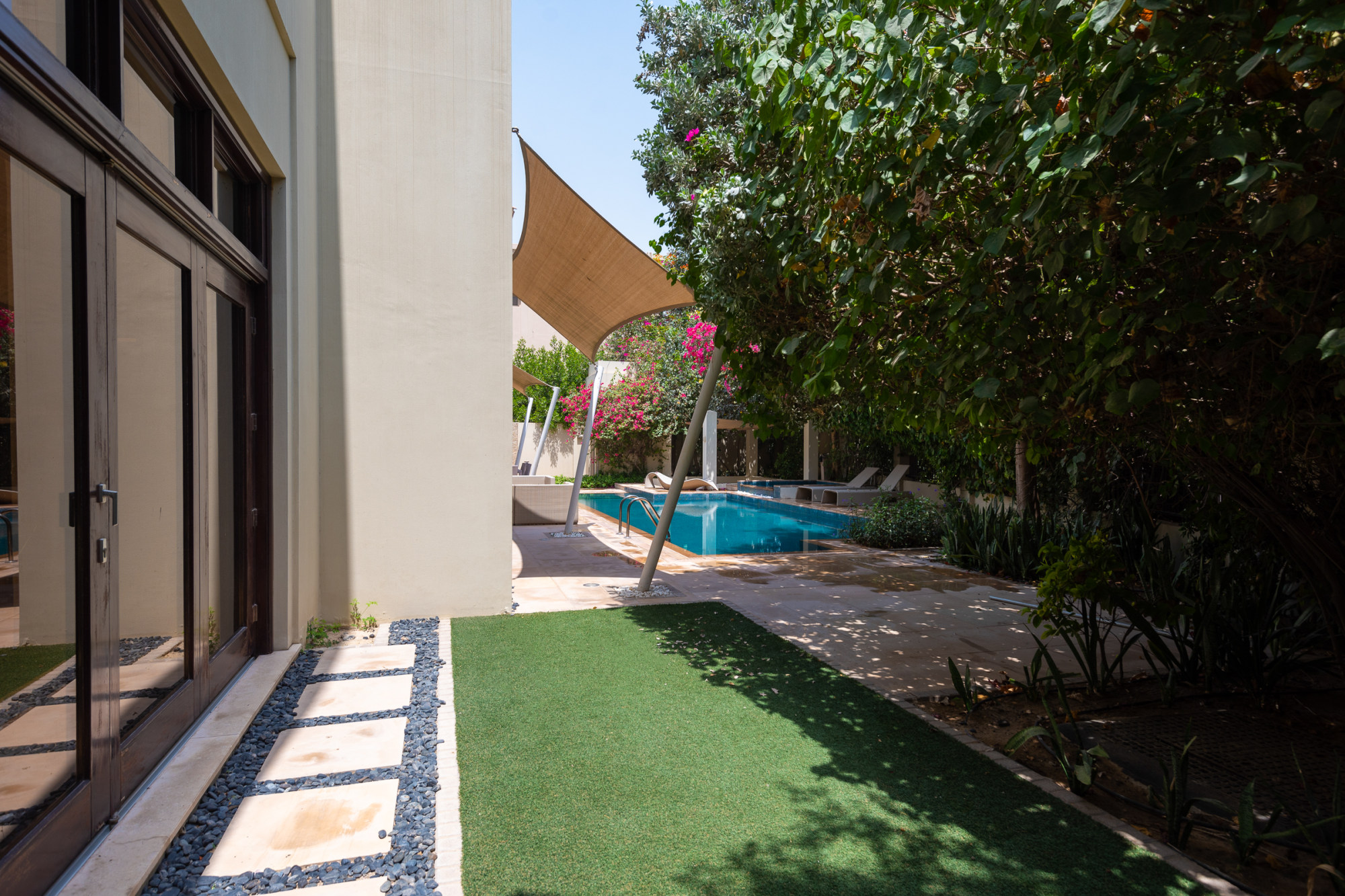Fully Furnished | Upgraded | 6 Bed