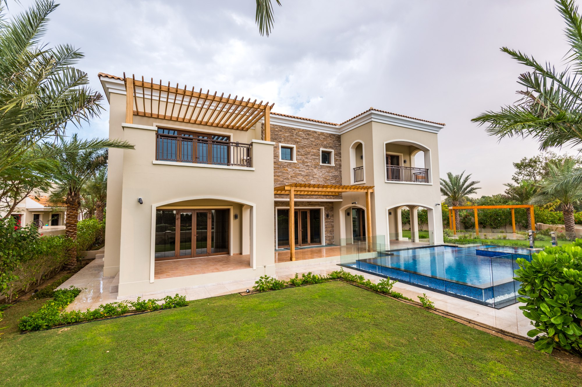 Upgraded Luxury Valencia 6 Bed Villa
